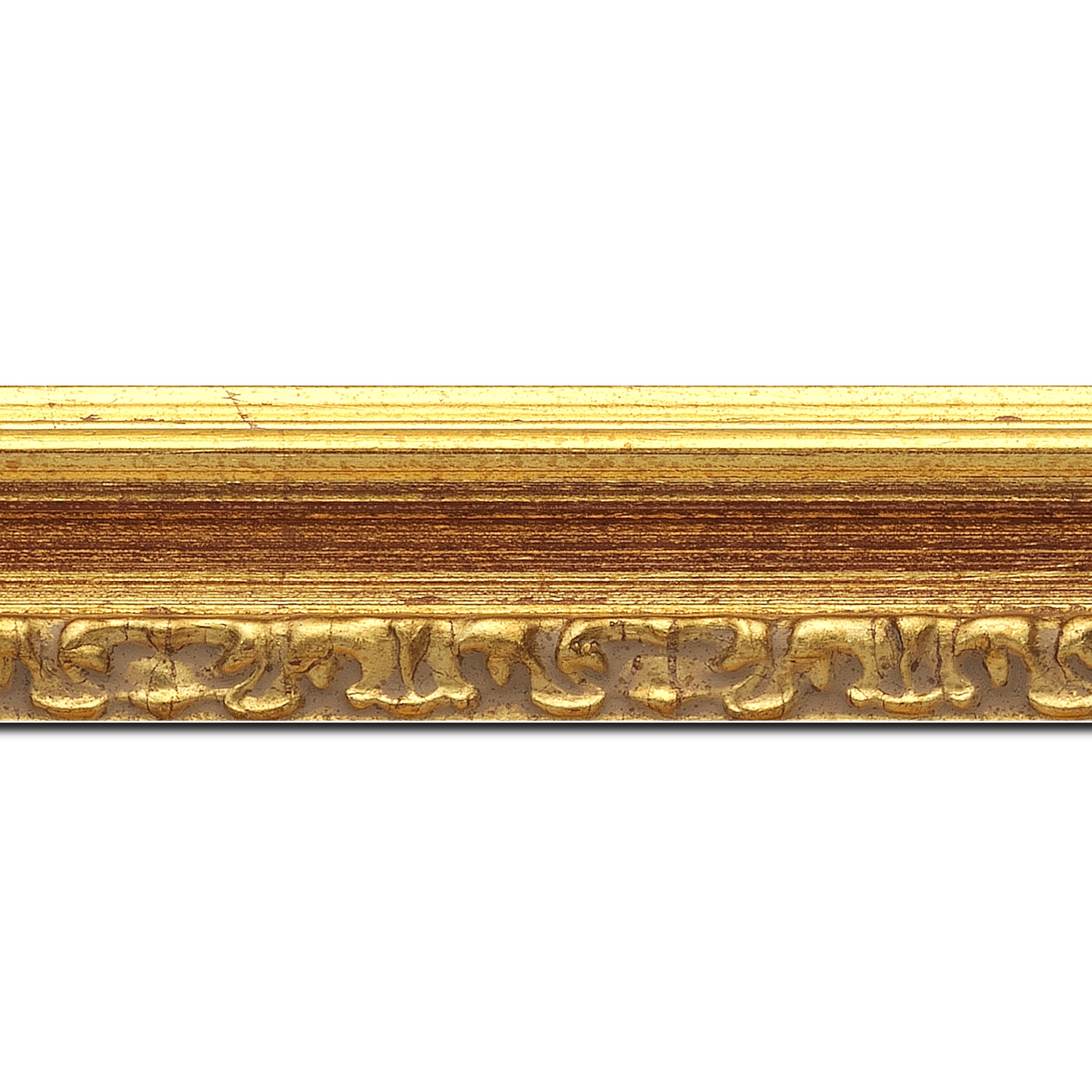 Pack par 12m, bois profil incurvé largeur 5.1cm couleur or patiné à la feuille gorge bordeaux fond or nez ornement (longueur baguette pouvant varier entre 2.40m et 3m selon arrivage des bois)