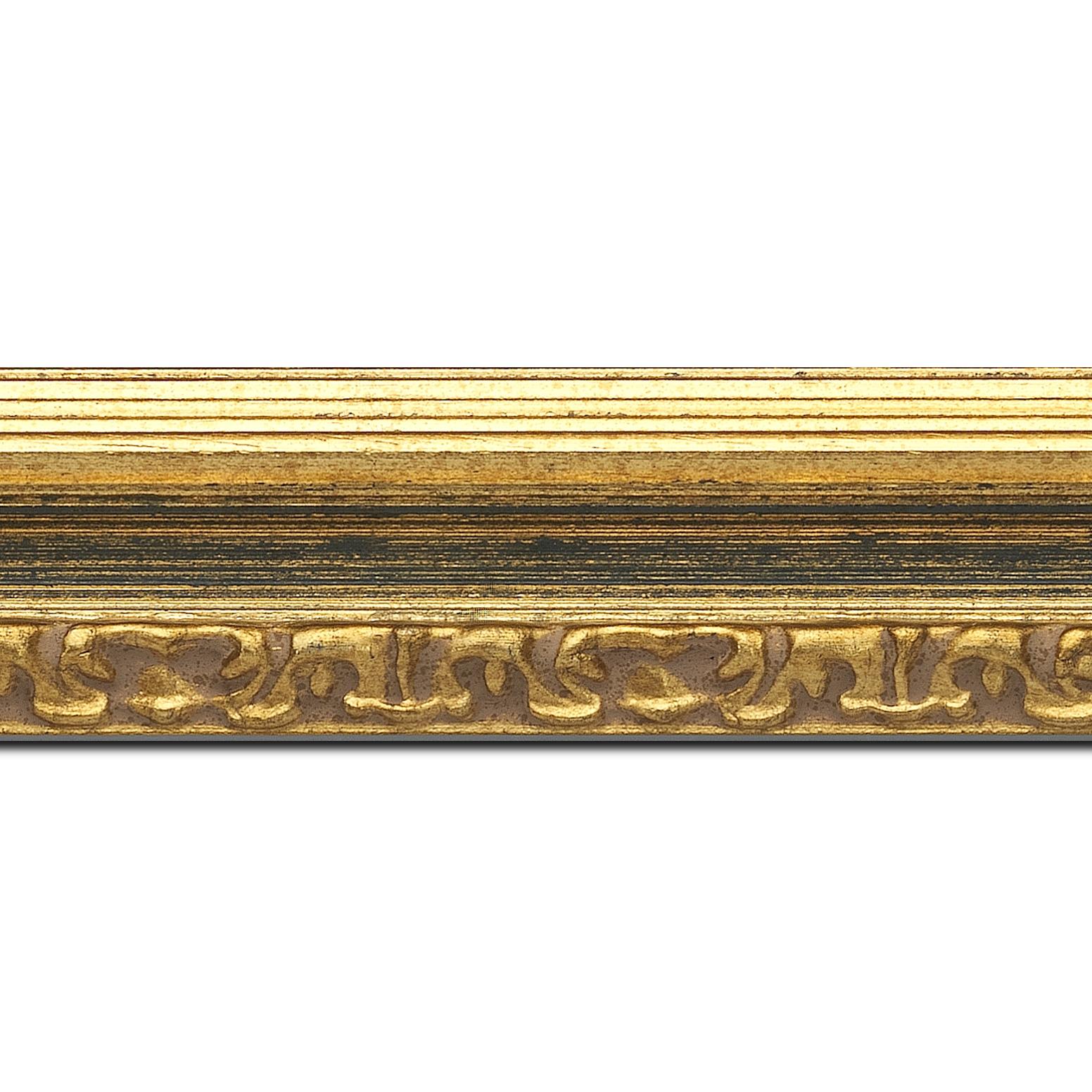Baguette longueur 1.40m bois profil incurvé largeur 5.1cm couleur or patiné à la feuille gorge bleu fond or nez ornement