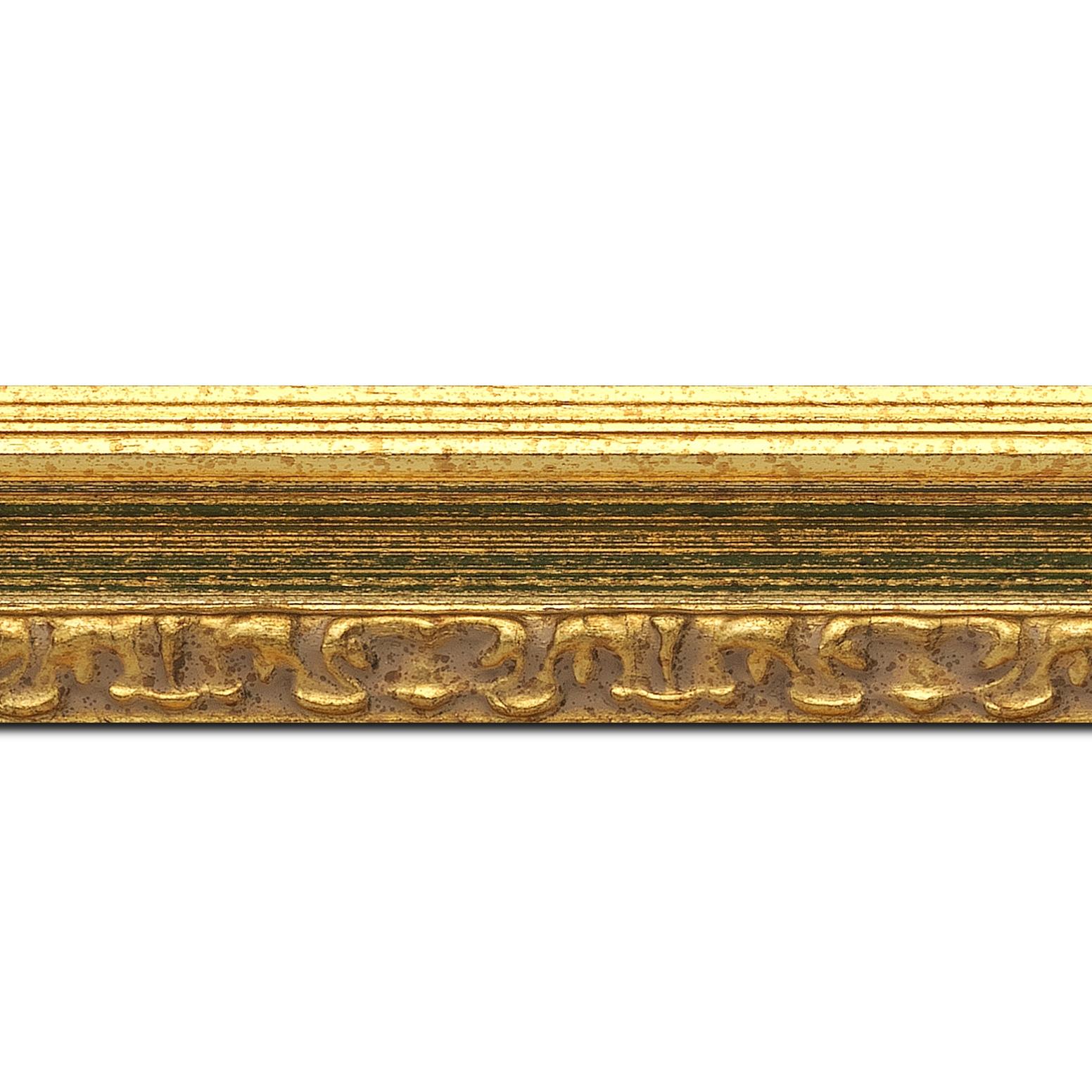 Baguette longueur 1.40m bois profil incurvé largeur 5.1cm couleur or patiné à la feuille gorge vert fond or nez ornement