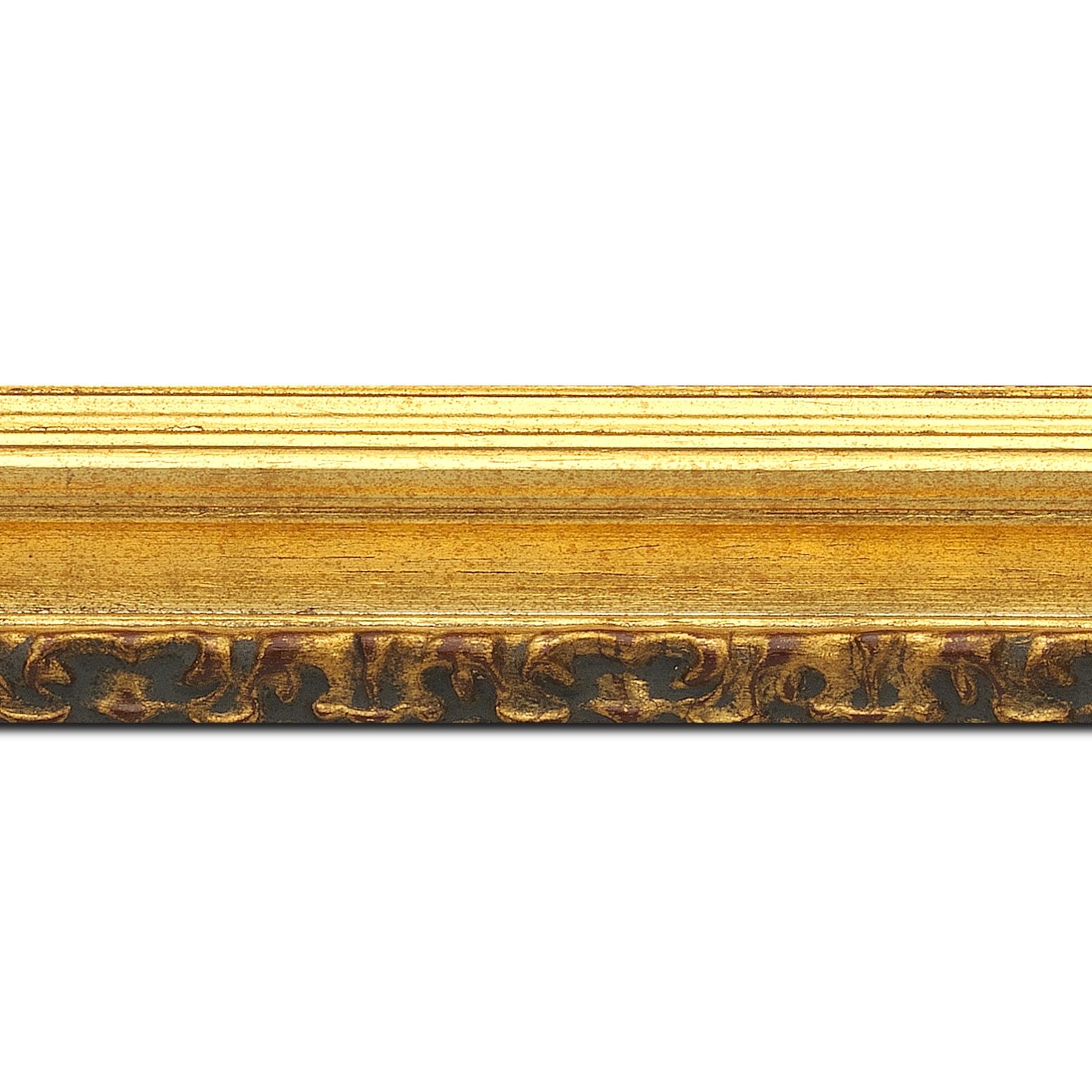 Baguette longueur 1.40m bois profil incurvé largeur 5.1cm couleur or patiné à la feuille gorge or nez ornement
