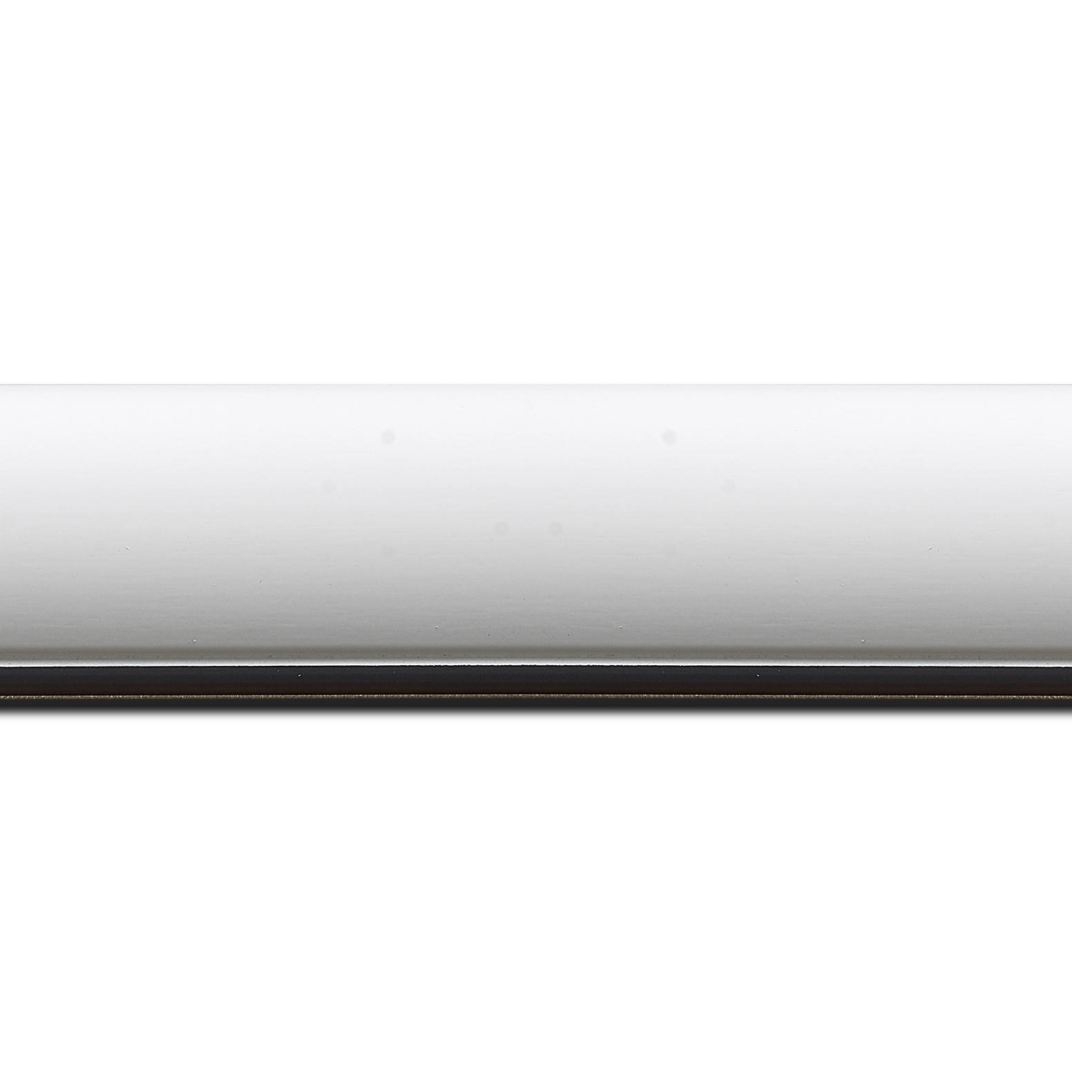 Baguette longueur 1.40m bois profil arrondi largeur 4.7cm couleur blanc mat finition pore bouché filet noir mat