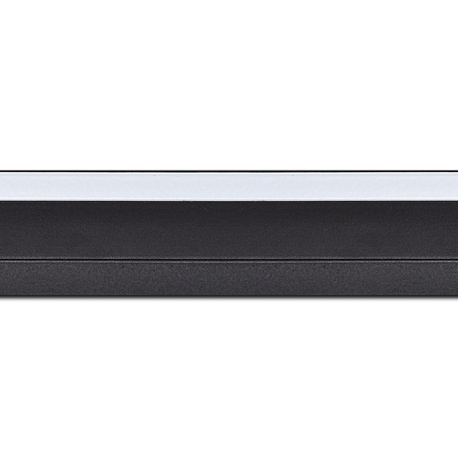 Pack par 12m, bois caisse américaine profil escalier largeur 4.4cm noir mat filet blanc (spécialement conçu pour les châssis d'une épaisseur jusqu'à 2.5cm )(longueur baguette pouvant varier entre 2.40m et 3m selon arrivage des bois)