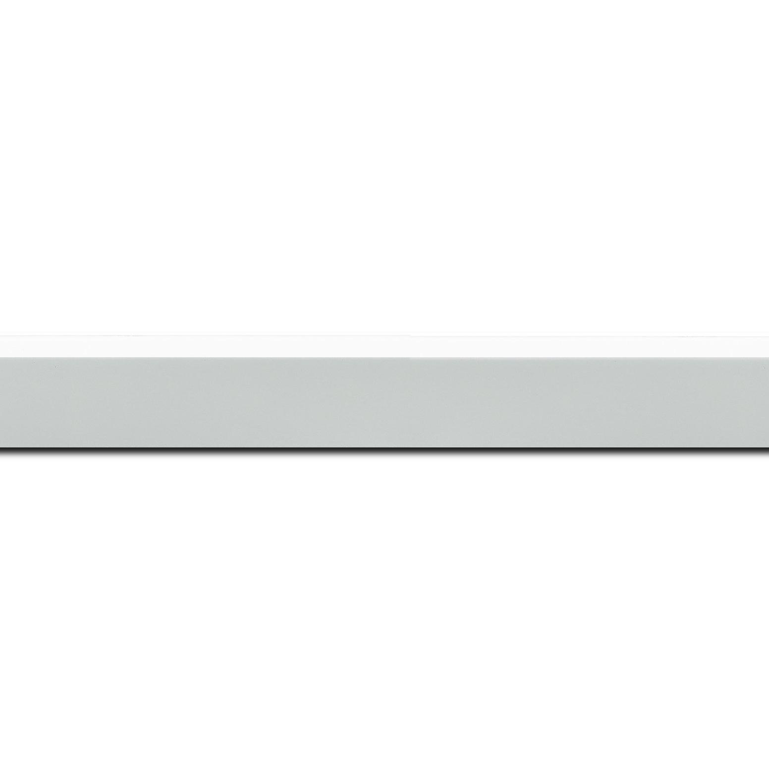 Pack par 12m, bois profil en pente plongeant largeur 2.2cm couleur blanc mat pore bouché (longueur baguette pouvant varier entre 2.40m et 3m selon arrivage des bois)