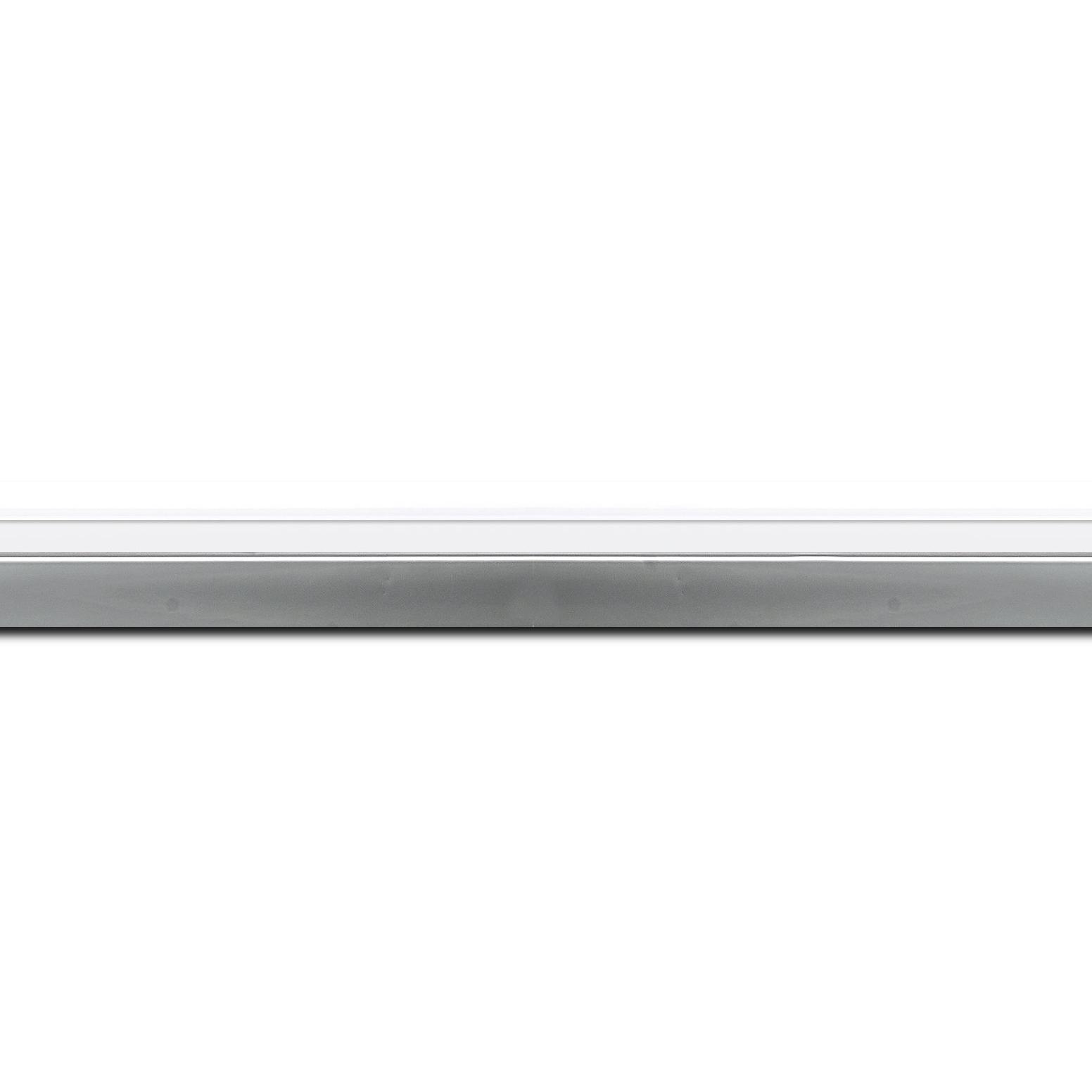 Pack par 12m, bois profil plat largeur 2.4cm  argent chromé couleur blanc extérieur (longueur baguette pouvant varier entre 2.40m et 3m selon arrivage des bois)