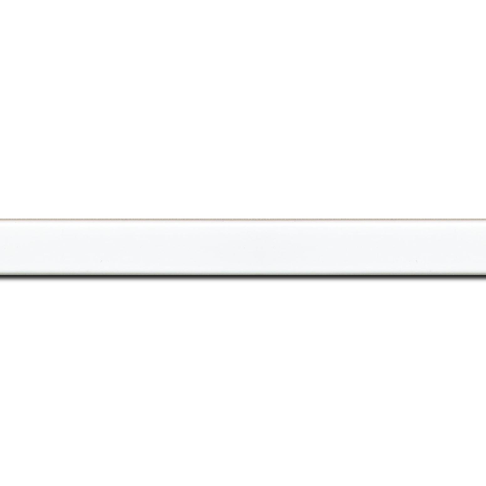 Pack par 12m, bois profil plat effet cube largeur 1.7cm couleur blanc mat finition pore bouché(longueur baguette pouvant varier entre 2.40m et 3m selon arrivage des bois)