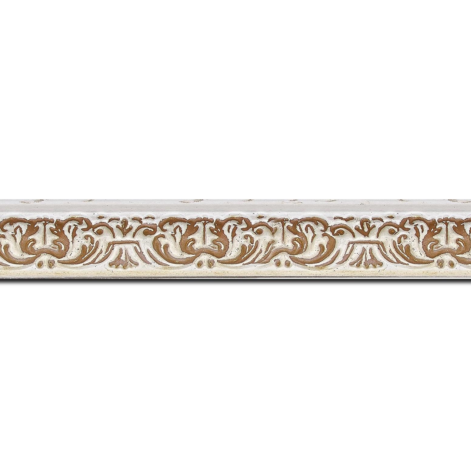 Baguette longueur 1.40m bois profil incurvé largeur 2.6cm couleur naturel en relief sur fond blanchie