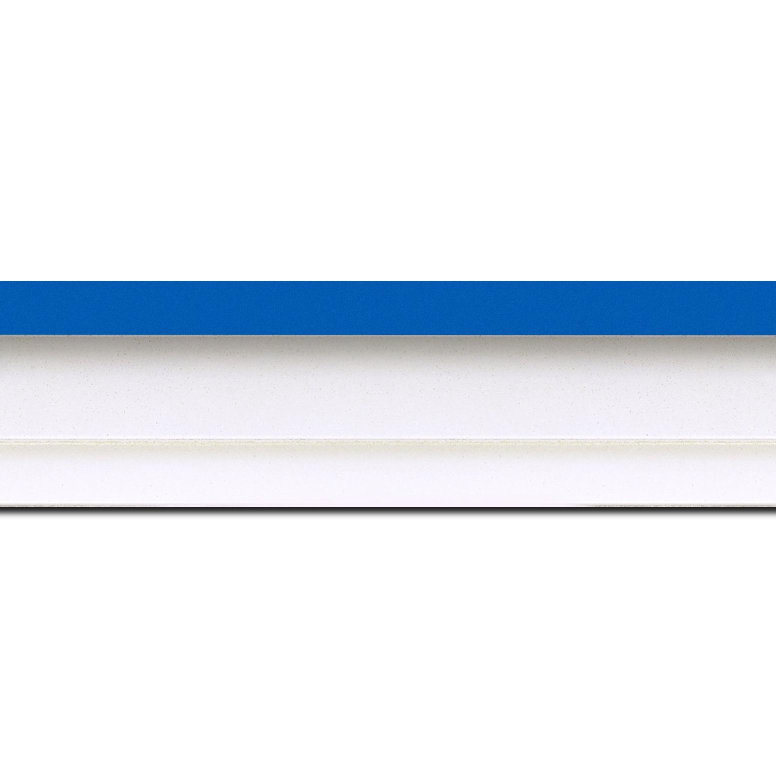 Pack par 12m, bois caisse américaine profil escalier largeur 4.4cm blanc mat filet bleu (spécialement conçu pour les châssis d'une épaisseur jusqu'à 2.5cm )(longueur baguette pouvant varier entre 2.40m et 3m selon arrivage des bois)