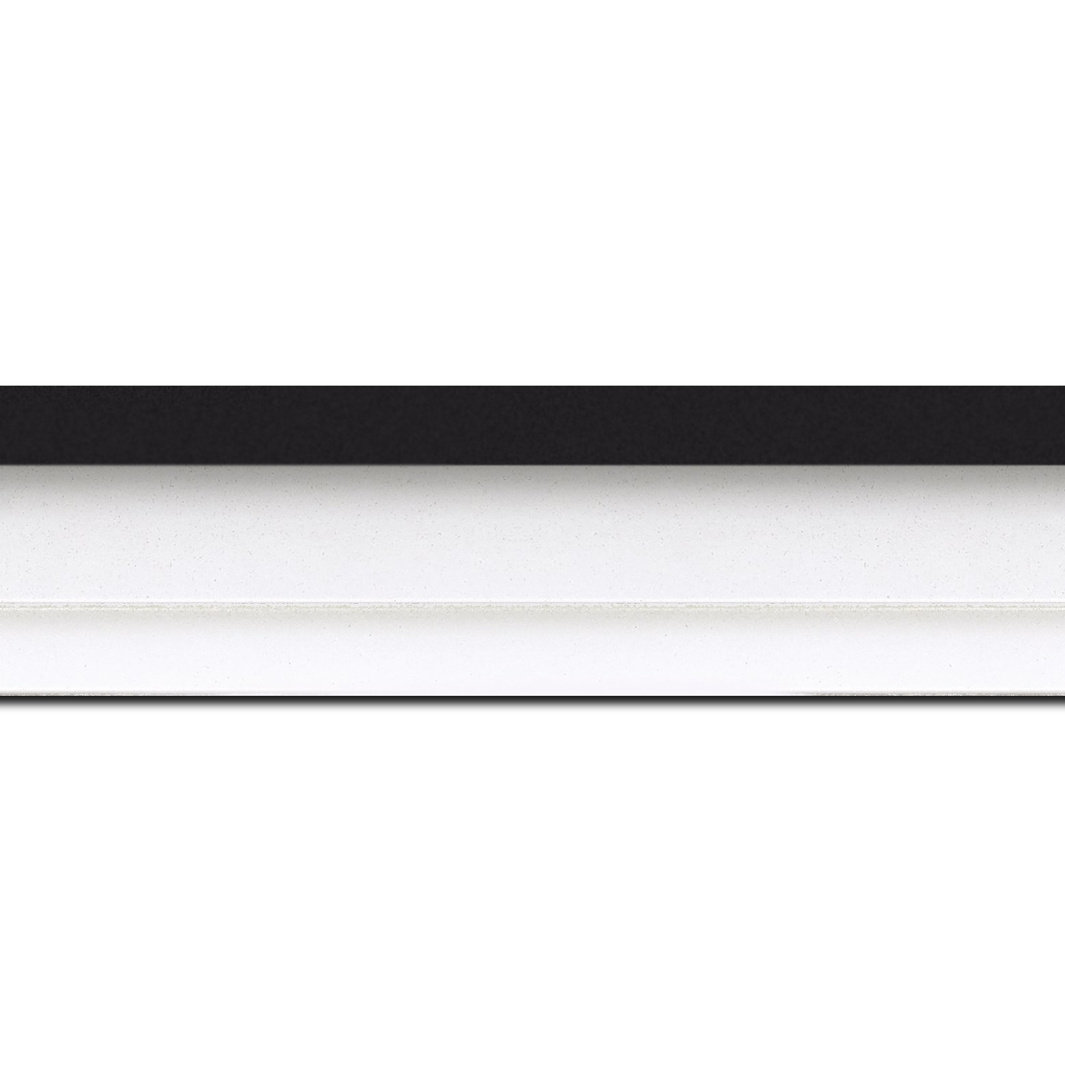 Pack par 12m, bois caisse américaine profil escalier largeur 4.4cm blanc mat filet noir (spécialement conçu pour les châssis d'une épaisseur jusqu'à 2.5cm )(longueur baguette pouvant varier entre 2.40m et 3m selon arrivage des bois)
