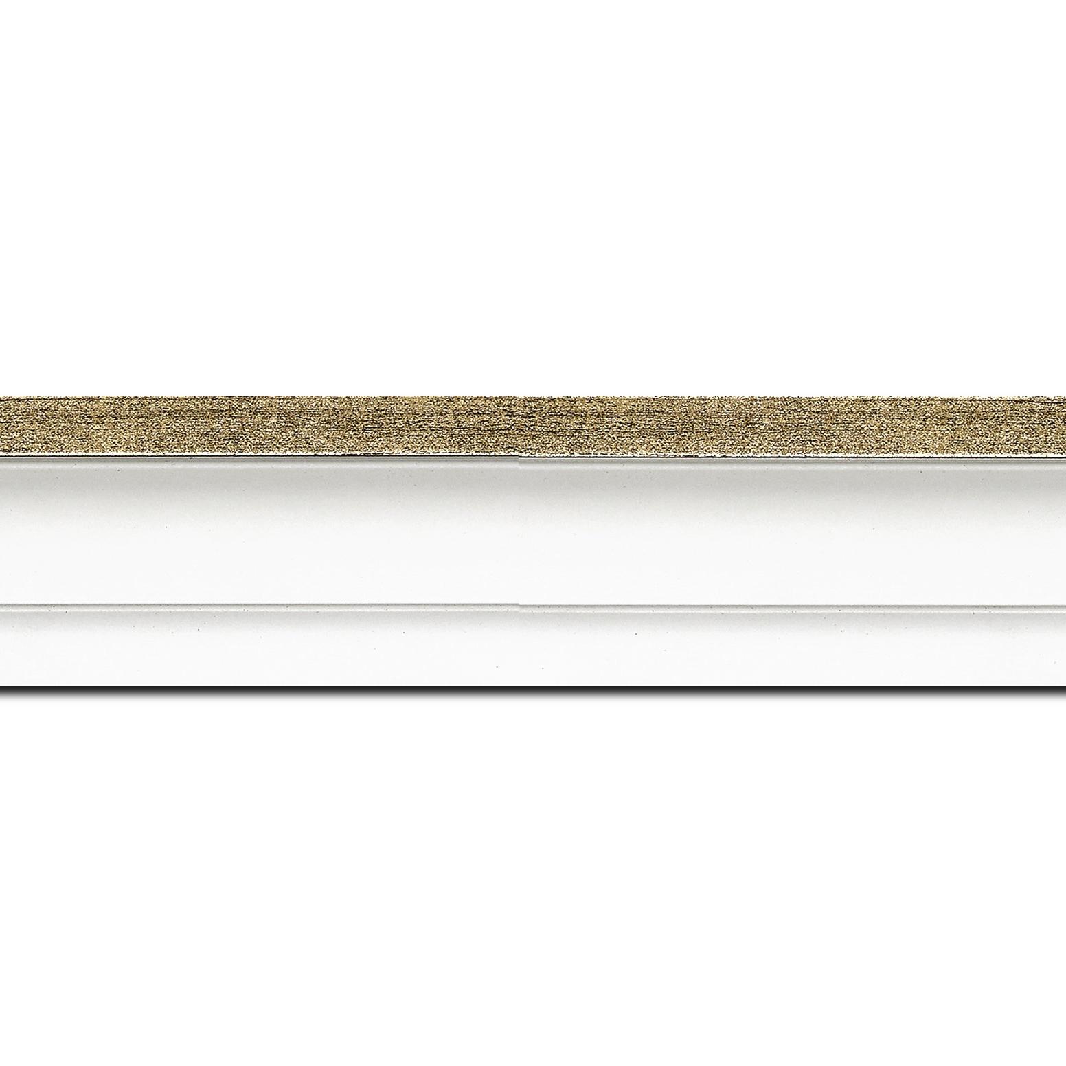 Pack par 12m, bois caisse américaine profil escalier largeur 4.4cm blanc mat filet or (spécialement conçu pour les châssis d'une épaisseur jusqu'à 2.5cm )(longueur baguette pouvant varier entre 2.40m et 3m selon arrivage des bois)