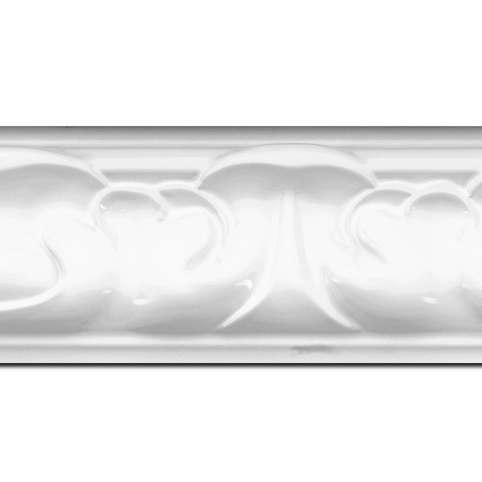 Pack par 12m, bois profil doucine largeur 7.8cm couleur blanc brillant style baroque (longueur baguette pouvant varier entre 2.40m et 3m selon arrivage des bois)