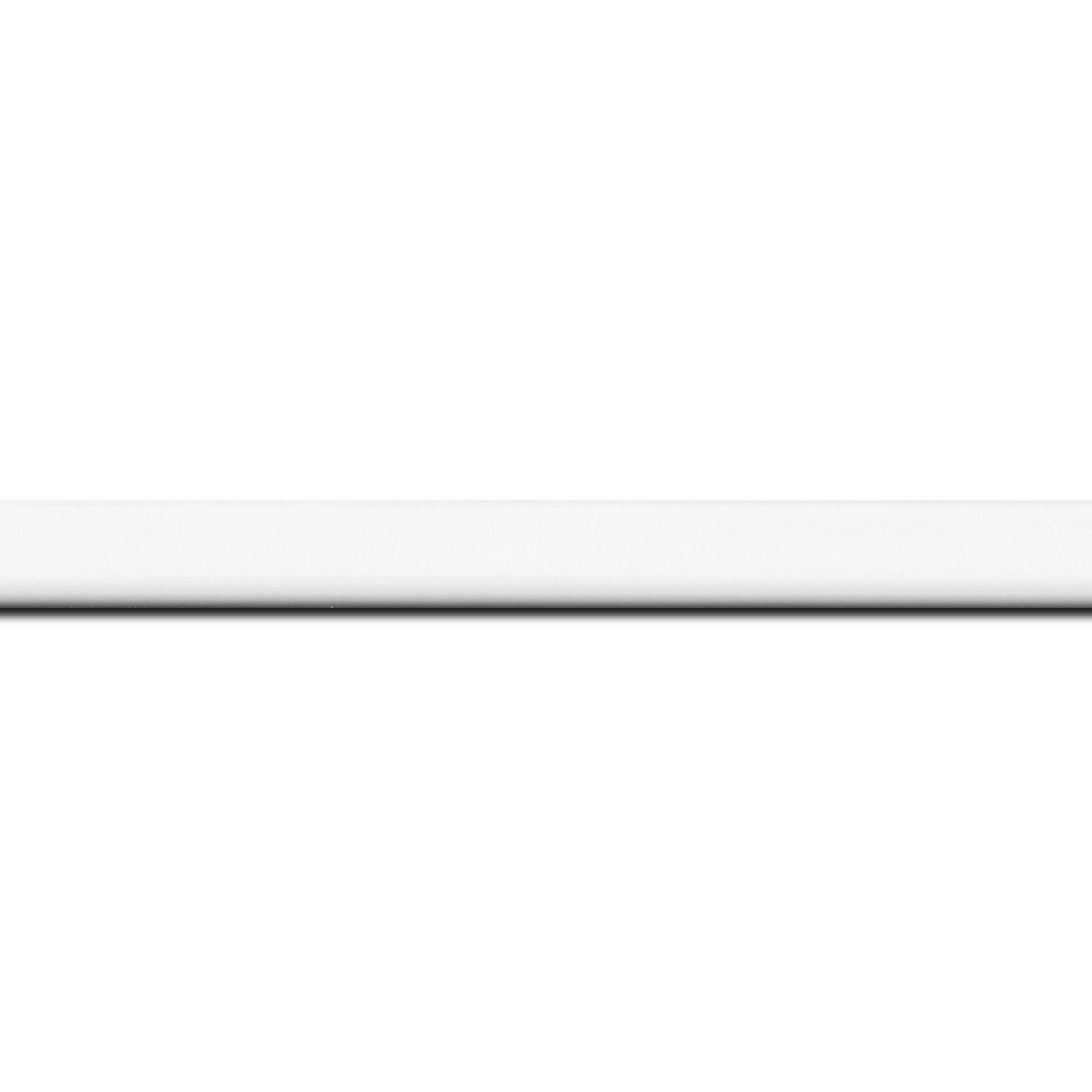 Pack par 12m, bois profil méplat largeur 1.4cm couleur blanc laqué (longueur baguette pouvant varier entre 2.40m et 3m selon arrivage des bois)