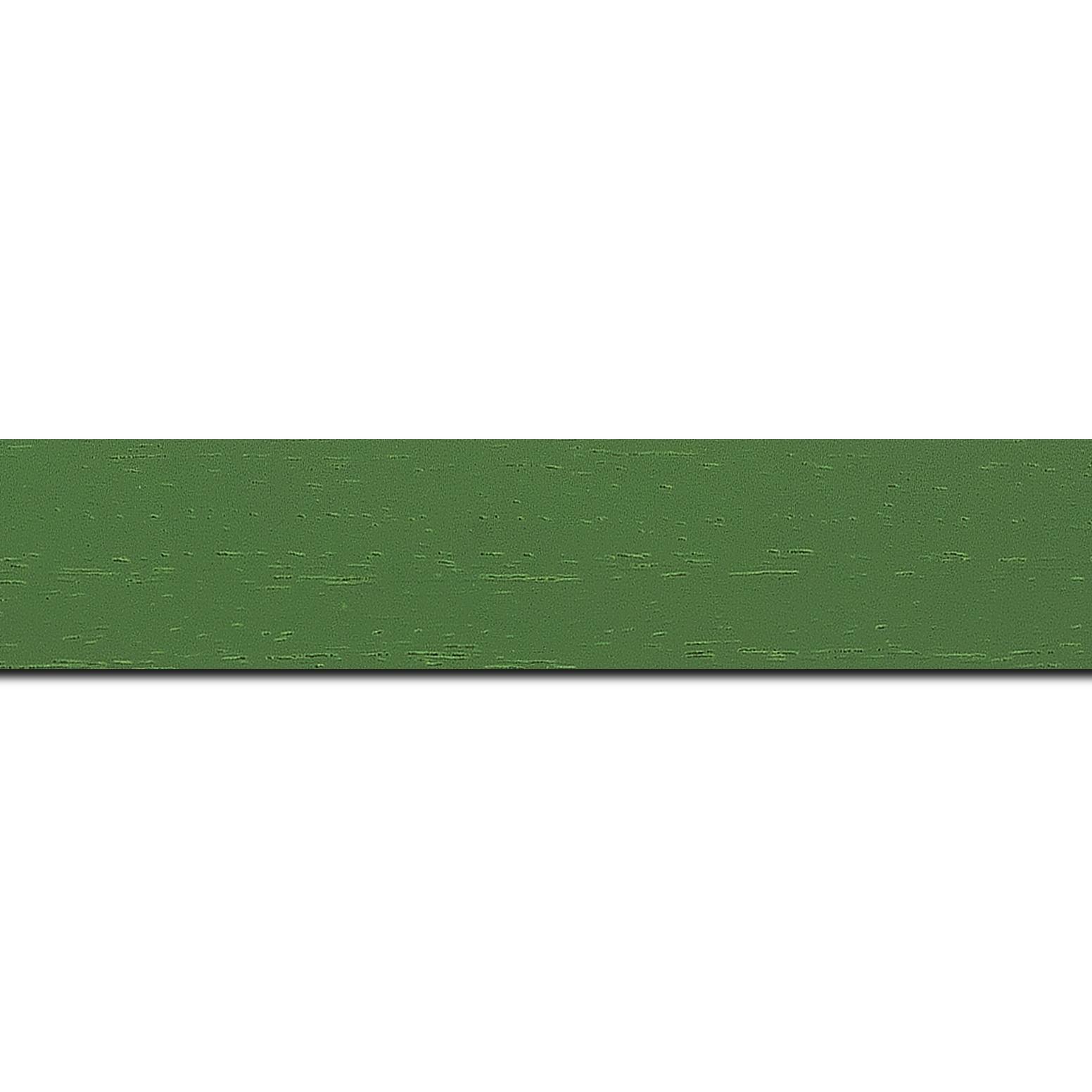 Pack par 12m, bois profil plat largeur 3cm couleur vert amande satiné (longueur baguette pouvant varier entre 2.40m et 3m selon arrivage des bois)