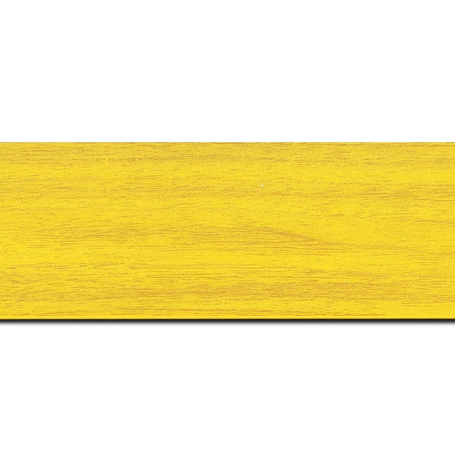 Baguette longueur 1.40m bois profil plat largeur 6cm jaune satiné effet veiné ,chant extérieur du cadre de couleur noire