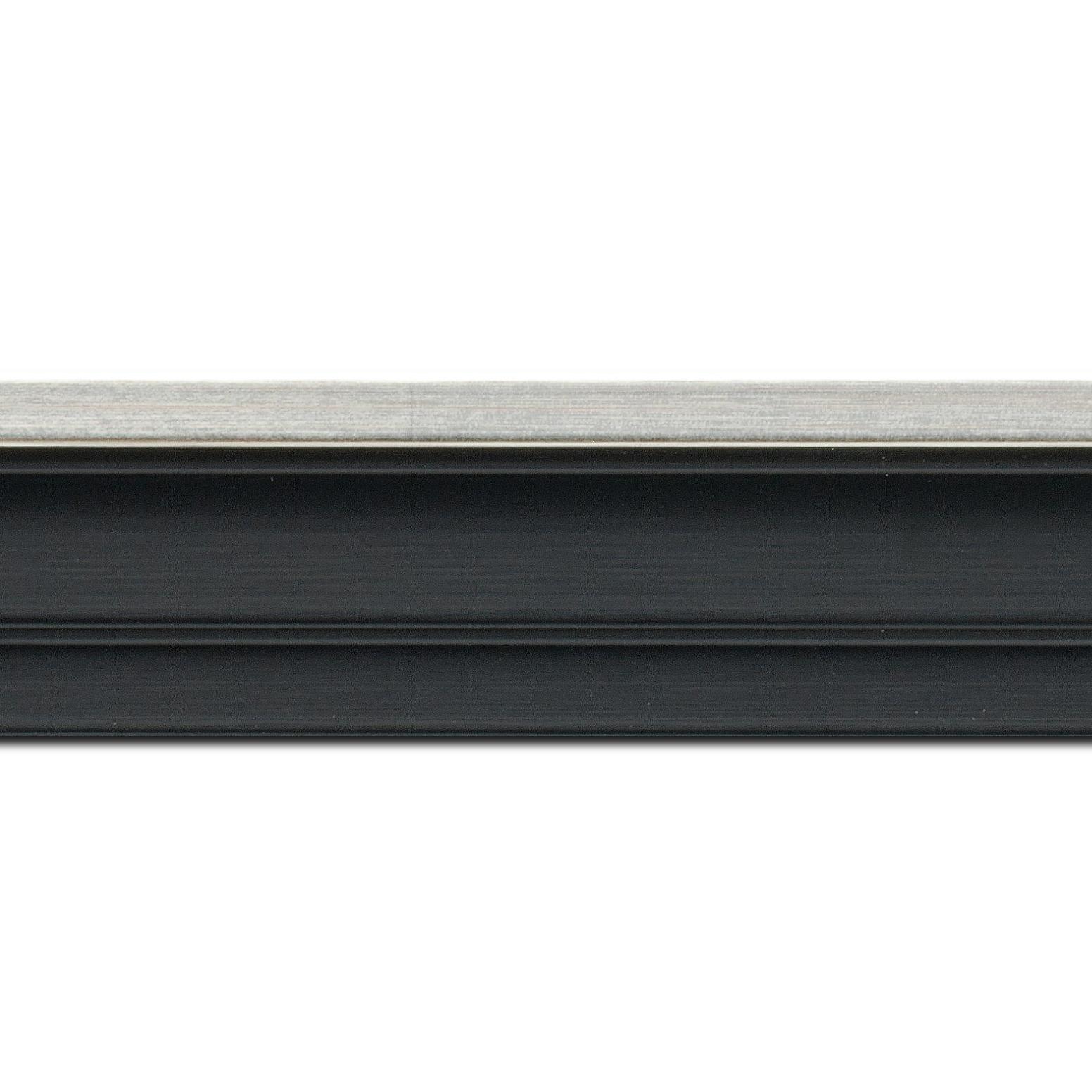 Pack par 12m, bois caisse américaine profil escalier largeur 4.4cm noir mat  filet argent (spécialement conçu pour les châssis d'une épaisseur jusqu'à 2.5cm )(longueur baguette pouvant varier entre 2.40m et 3m selon arrivage des bois)