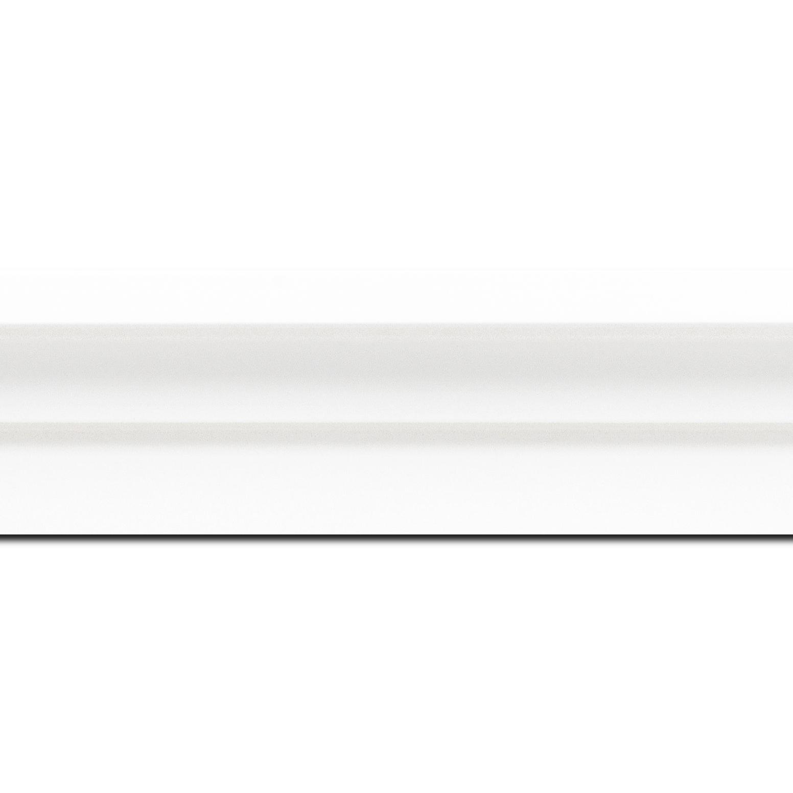 Pack par 12m, bois caisse américaine profil escalier largeur 4.4cm blanc mat  (spécialement conçu pour les châssis d'une épaisseur jusqu'à 2.5cm )(longueur baguette pouvant varier entre 2.40m et 3m selon arrivage des bois)