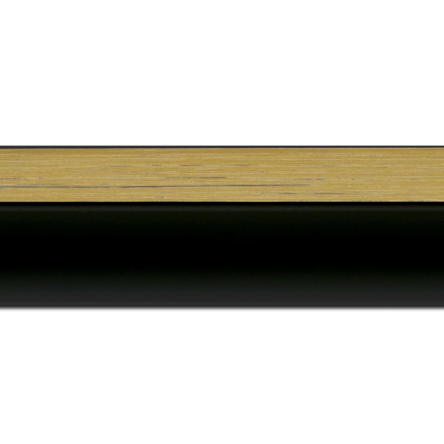 Baguette longueur 1.40m bois caisse américaine profil en l (flottante) largeur 4.5cm noir mat finition pore bouché filet or largeur 2cm qualitÉ galerie (spécialement conçu pour les châssis d'une épaisseur jusqu'à 3cm ) information complémentaire : il faut renseigner la dimension précise de votre sujet  et l'espace intérieur entre la toile et le cadre sera de 2cm