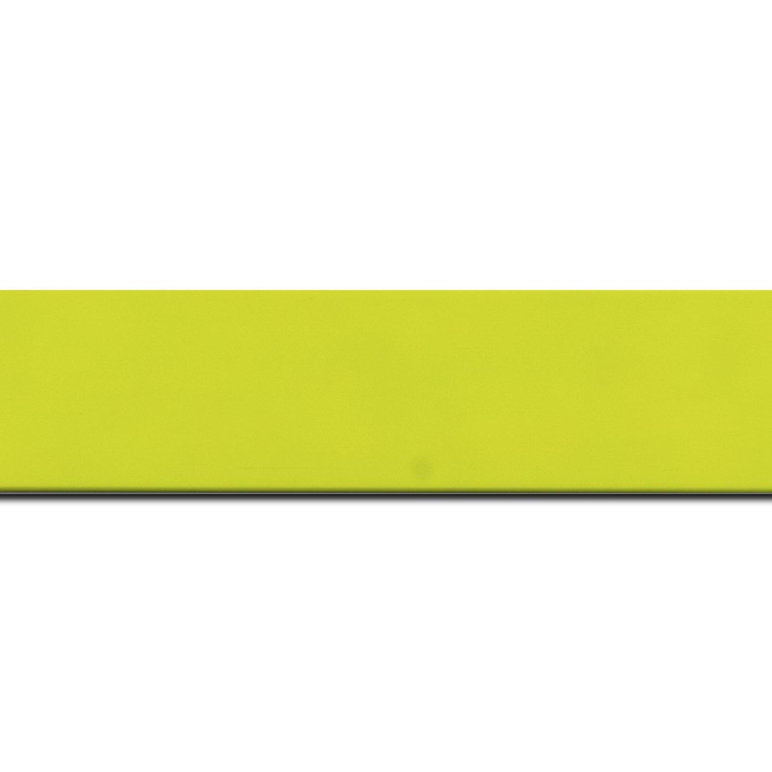 Baguette longueur 1.40m bois profil plat largeur 3.9cm couleur vert vif mat
