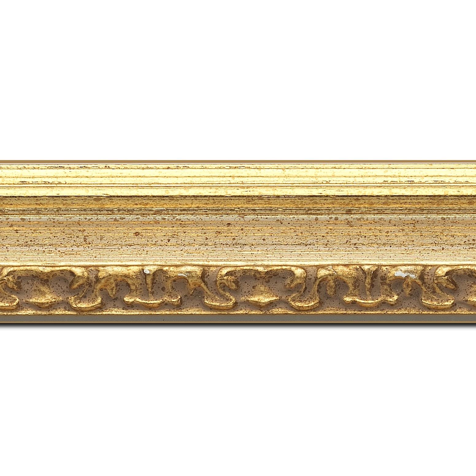 Pack par 12m, bois profil incurvé largeur 5.1cm couleur or patiné à la feuille gorge crème fond or nez ornement (longueur baguette pouvant varier entre 2.40m et 3m selon arrivage des bois)