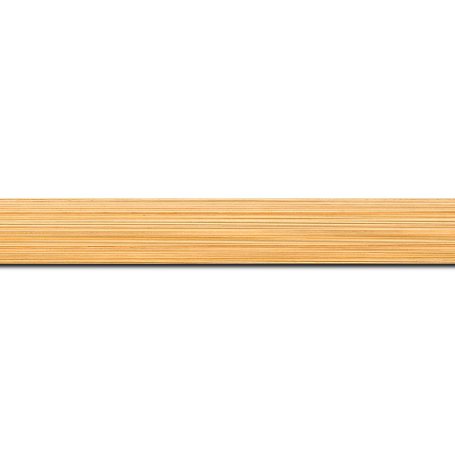 Baguette longueur 1.40m bois profil concave largeur 2.4cm couleur orange effet matière fond blanc