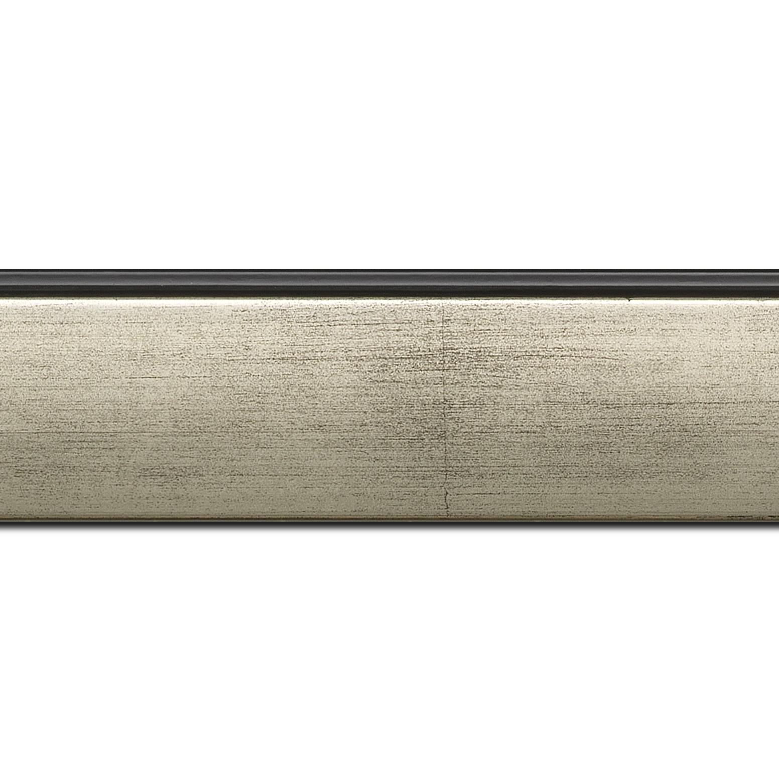 Pack par 12m, bois profil en pente méplat largeur 4.8cm argent satiné surligné par une gorge extérieure noire : originalité et élégance assurée (longueur baguette pouvant varier entre 2.40m et 3m selon arrivage des bois)