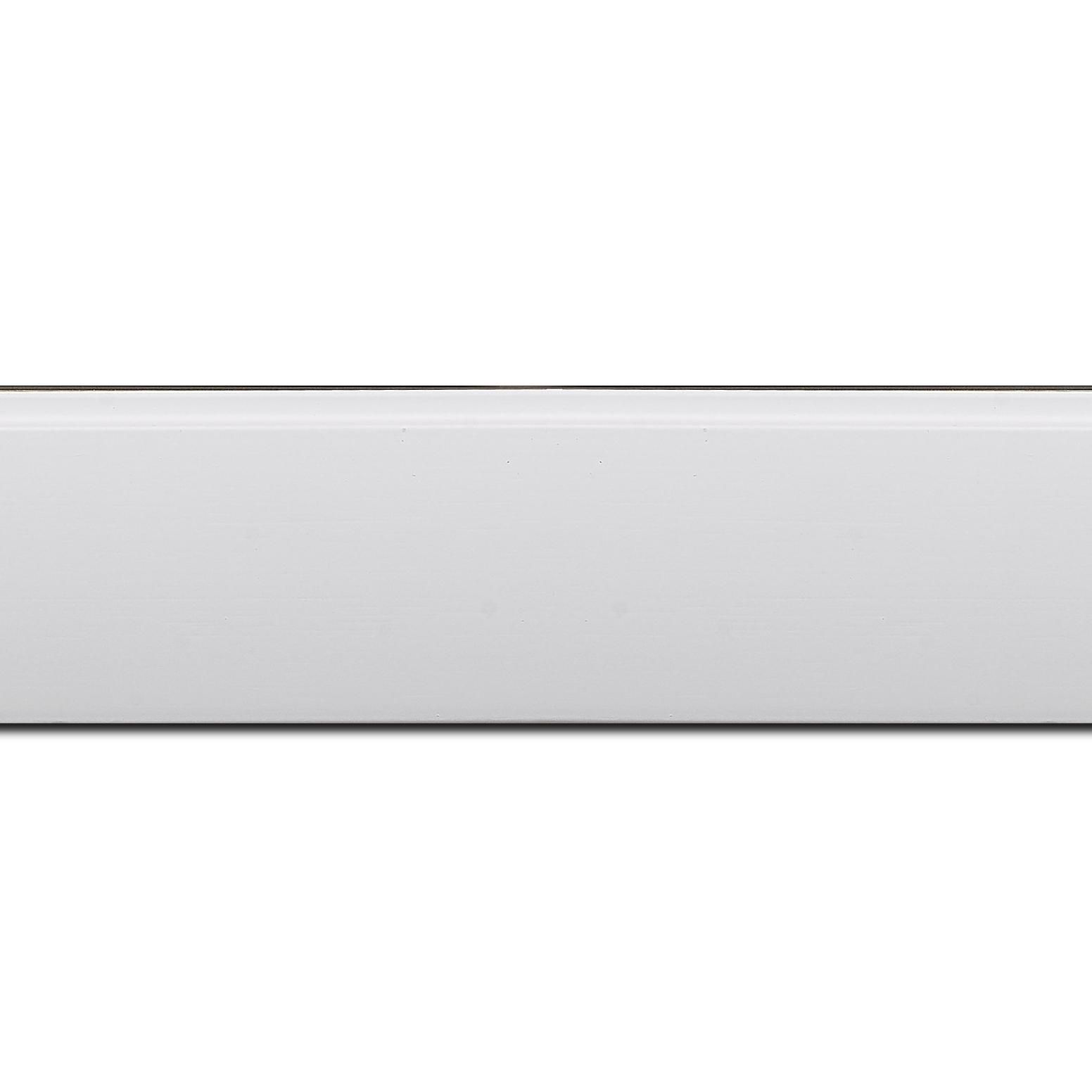 Pack par 12m, bois profil en pente méplat largeur 4.8cm couleur  blanc mat surligné par une gorge extérieure blanche : originalité et élégance assurée (longueur baguette pouvant varier entre 2.40m et 3m selon arrivage des bois)