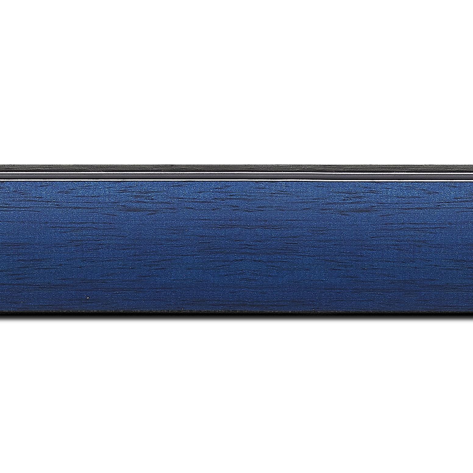 Pack par 12m, bois profil en pente méplat largeur 4.8cm couleur bleu cobalt satiné surligné par une gorge extérieure noire : originalité et élégance assurée (longueur baguette pouvant varier entre 2.40m et 3m selon arrivage des bois)