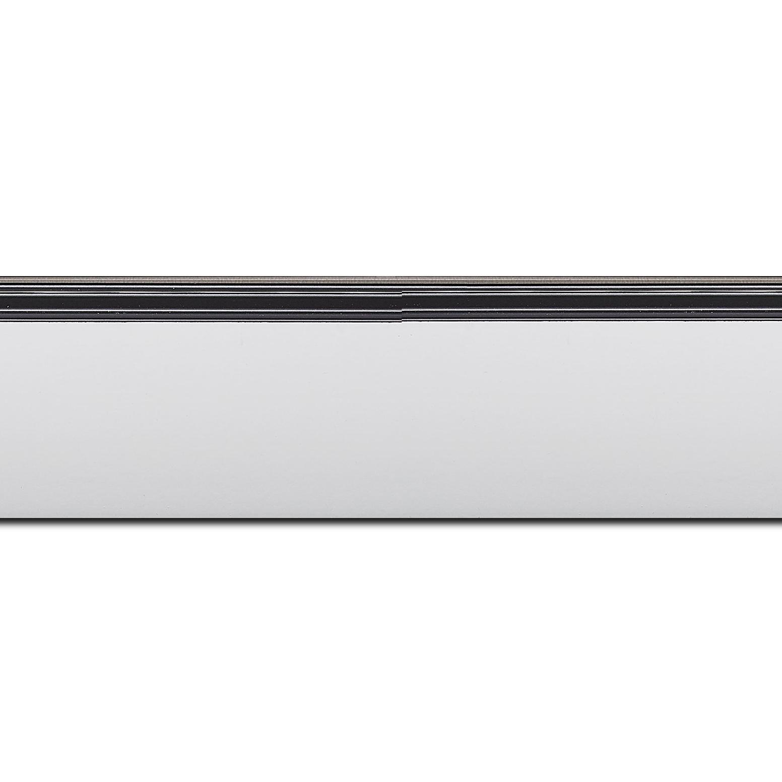 Pack par 12m, bois profil en pente méplat largeur 4.8cm couleur blanc mat surligné par une gorge extérieure noire : originalité et élégance assurée (longueur baguette pouvant varier entre 2.40m et 3m selon arrivage des bois)