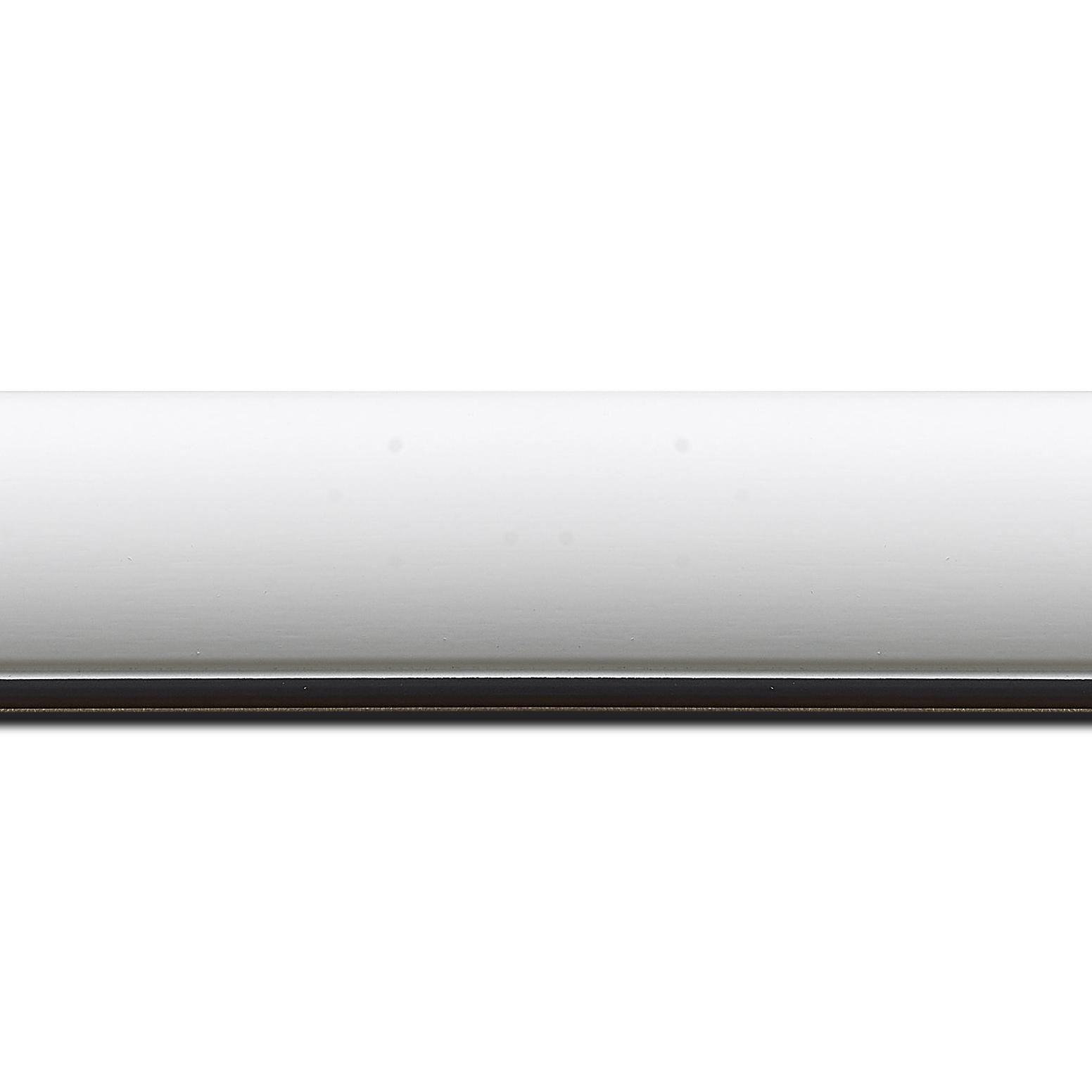 Pack par 12m, bois profil arrondi largeur 4.7cm couleur blanc mat finition pore bouché filet noir mat(longueur baguette pouvant varier entre 2.40m et 3m selon arrivage des bois)