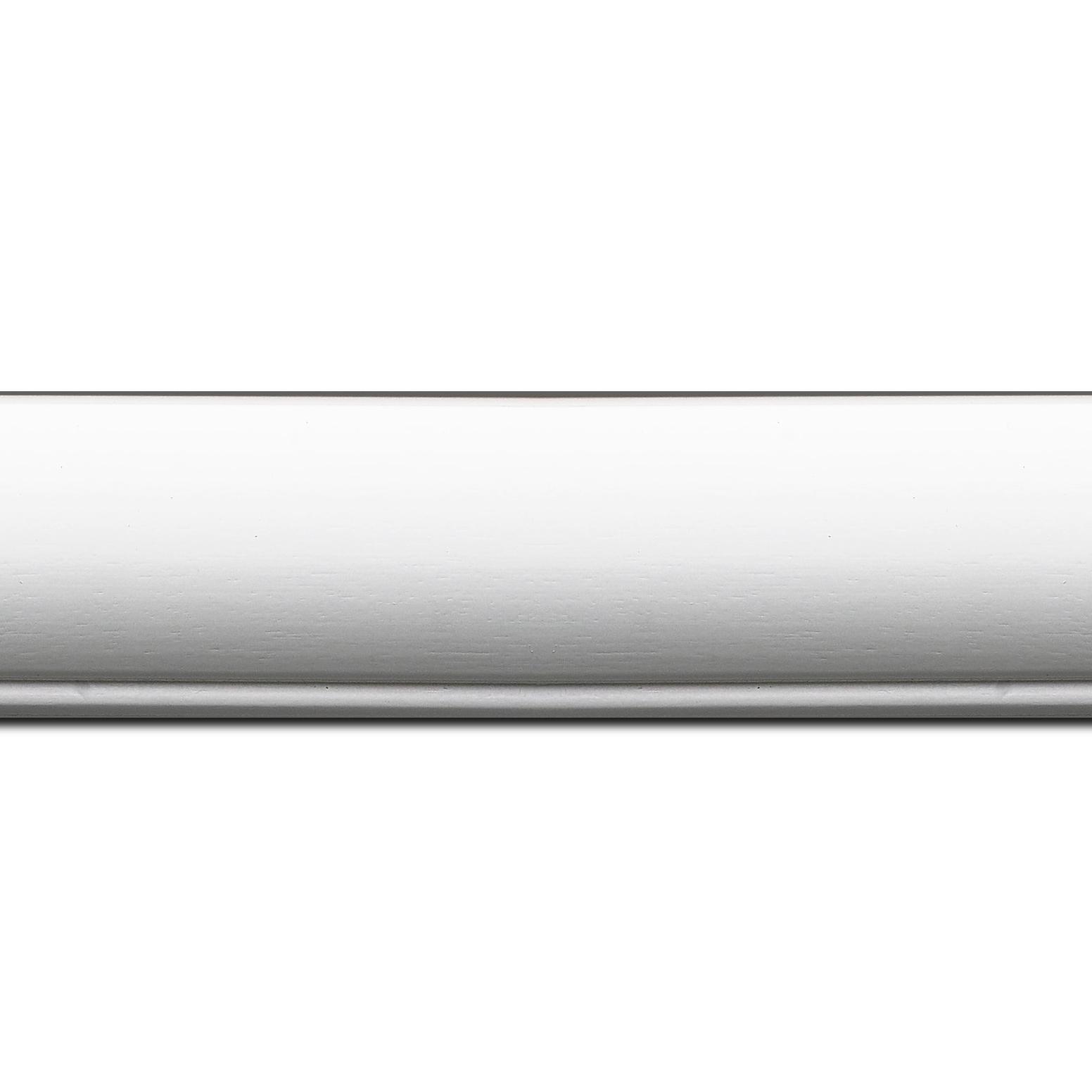 Pack par 12m, bois profil arrondi largeur 4.7cm couleur blanc mat finition pore bouché filet blanc(longueur baguette pouvant varier entre 2.40m et 3m selon arrivage des bois)