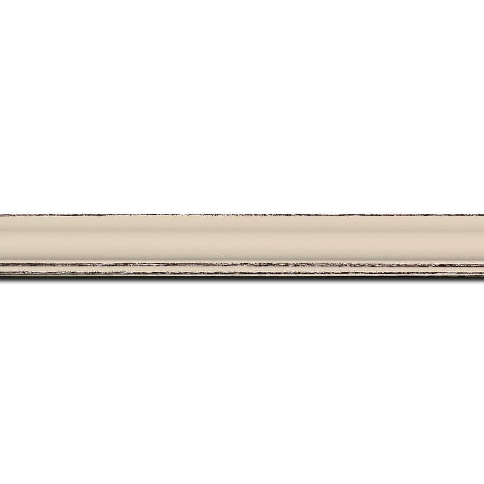 Pack par 12m, bois profil doucine inversée largeur 2.3cm crème satiné bord ressuyé(longueur baguette pouvant varier entre 2.40m et 3m selon arrivage des bois)