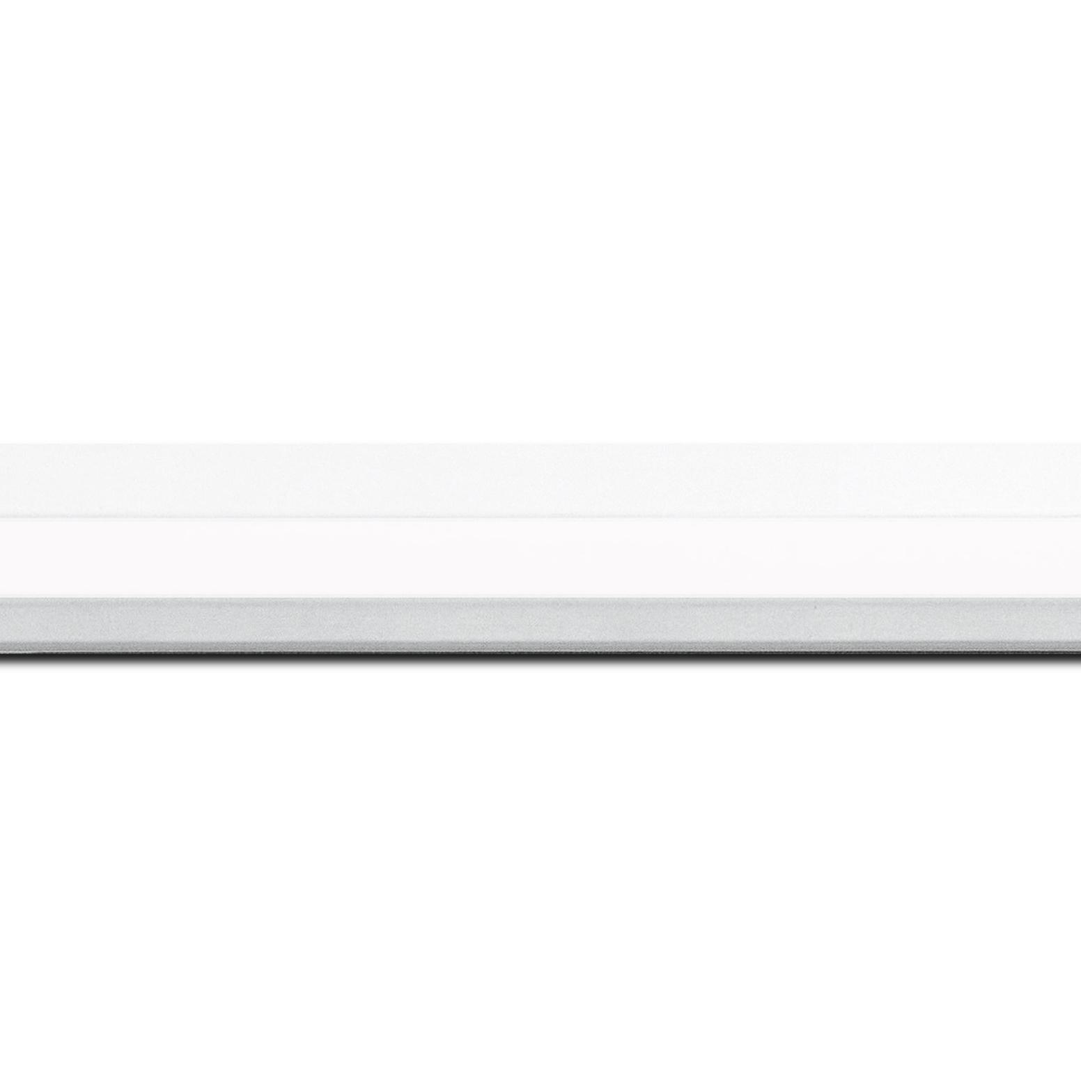 Baguette longueur 1.40m bois profil plat  3 faces largeur 2.8cm de couleur blanc mat finition pore bouché