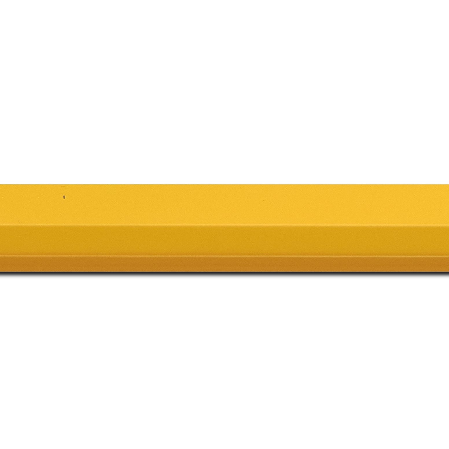 Baguette longueur 1.40m bois profil plat 3 faces largeur 2.8cm de couleur jaune mat , nez intérieur jaune + foncé mat dégradé (finition pore bouché)