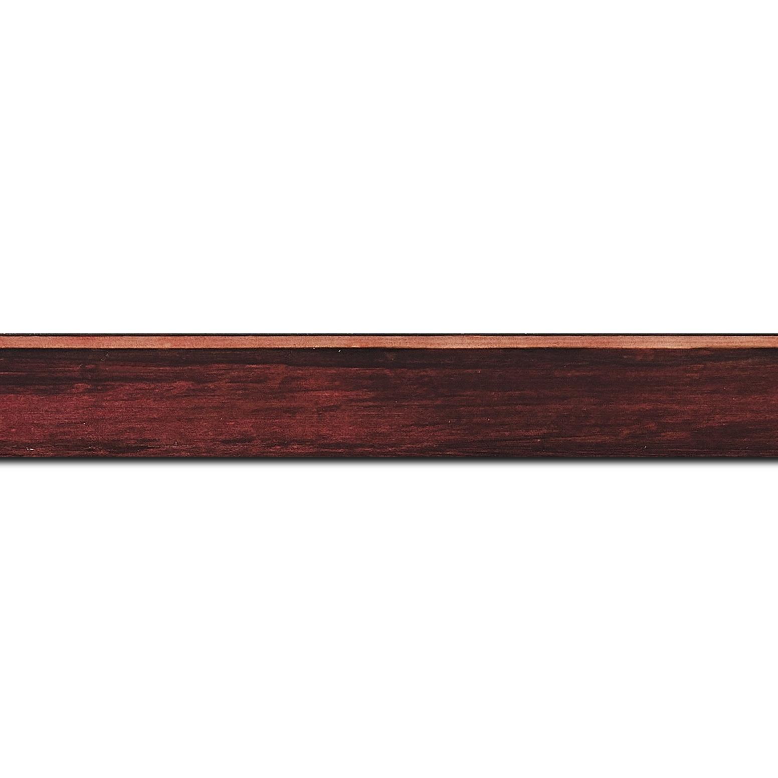 Baguette longueur 1.40m bois profil arrondi en pente plongeant largeur 2.4cm couleur bordeaux effet ressuyé, angle du cadre extérieur filet naturel