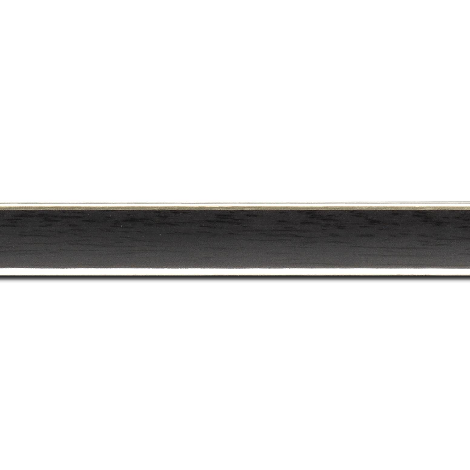Baguette longueur 1.40m bois profil concave largeur 2.4cm couleur noir  satiné  filet argent de chaque coté (pore du bois apparent)