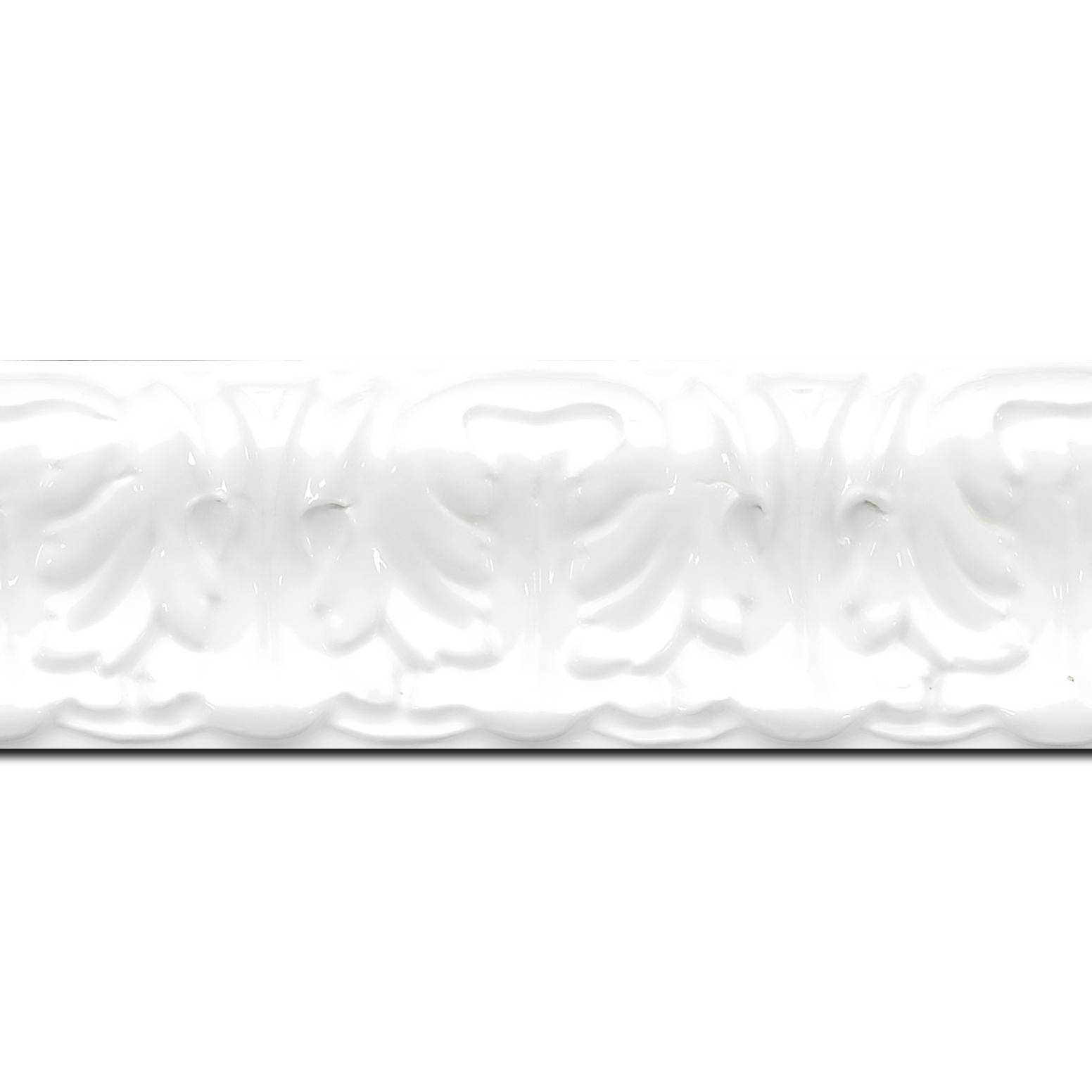 Pack par 12m, bois profil incurvé largeur 5.3cm couleur blanc laqué style baroque (longueur baguette pouvant varier entre 2.40m et 3m selon arrivage des bois)
