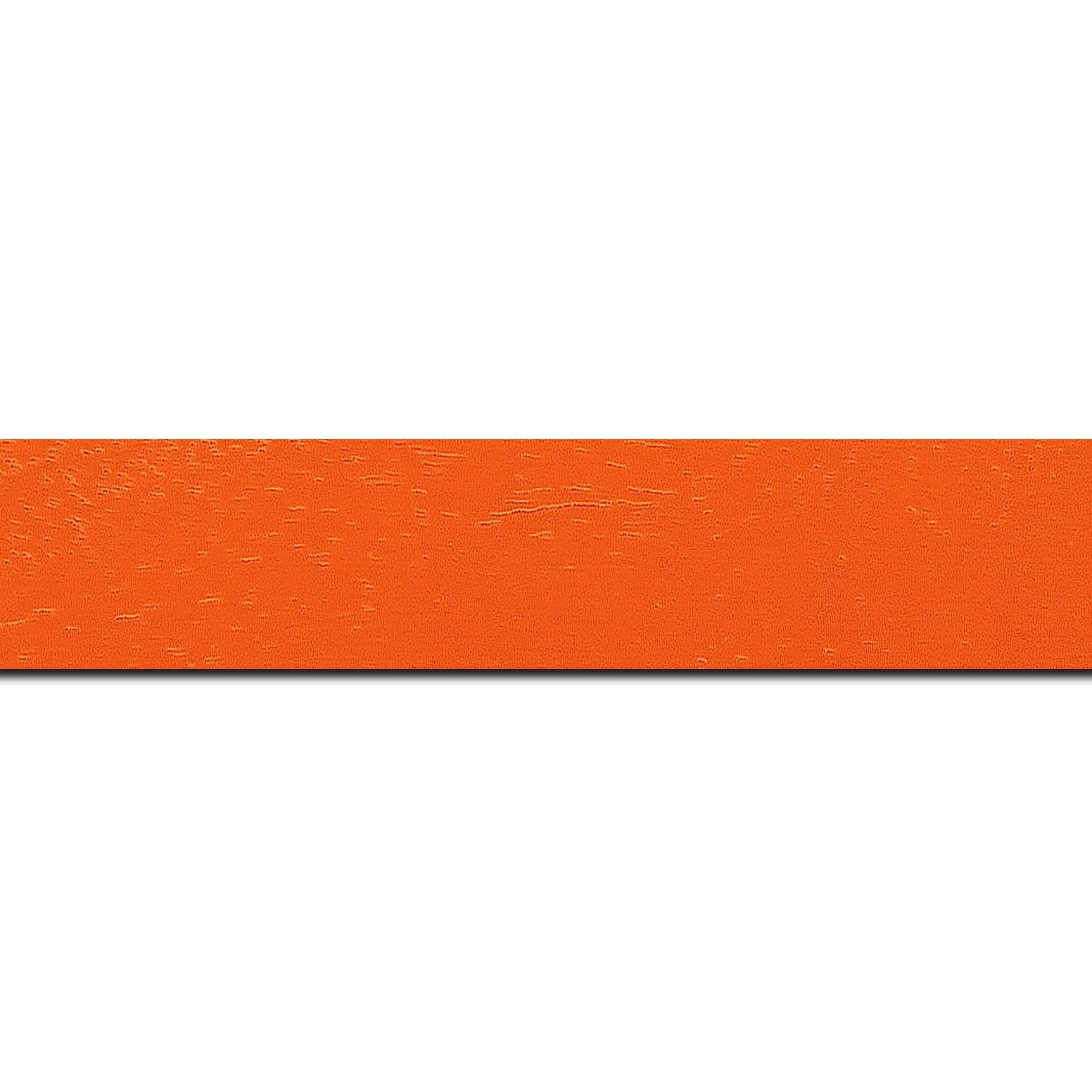 Pack par 12m, bois profil plat largeur 3cm couleur orange tonique satiné (longueur baguette pouvant varier entre 2.40m et 3m selon arrivage des bois)