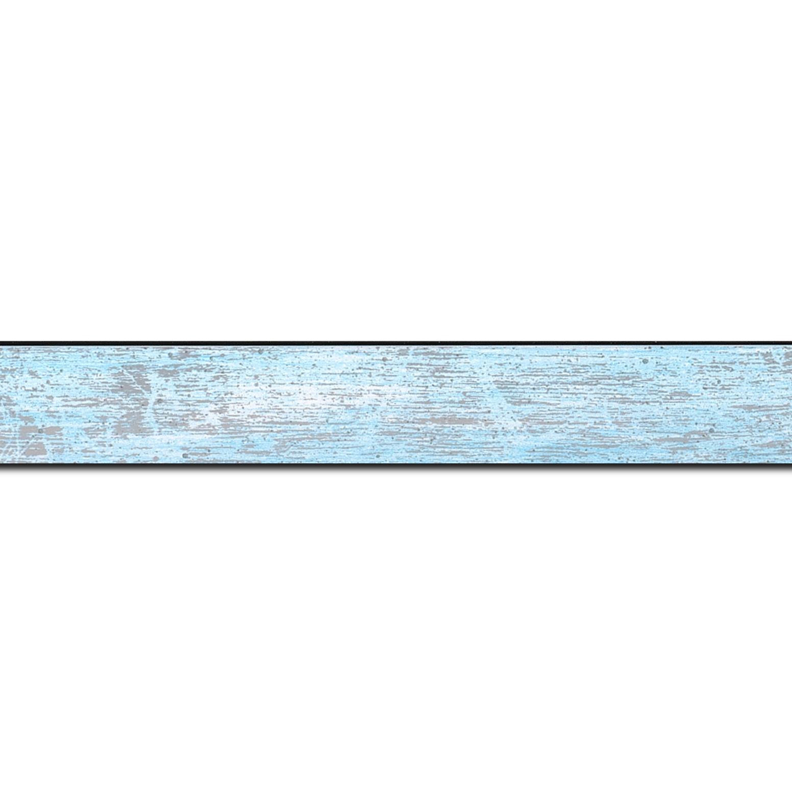 Baguette longueur 1.40m bois profil concave largeur 2.4cm de couleur bleu pale fond argent