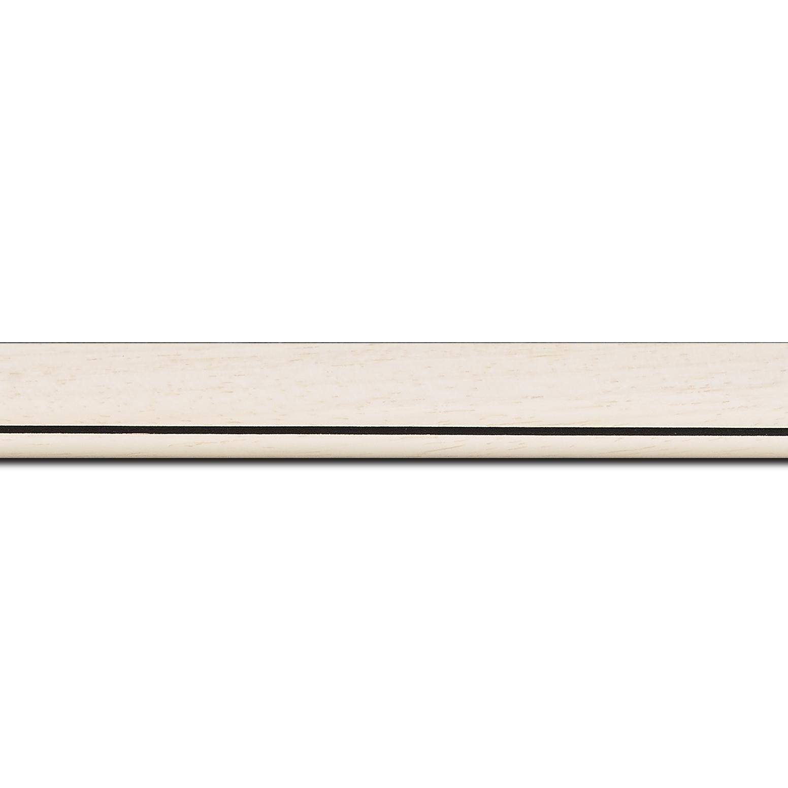 Pack par 12m, bois profil bombé largeur 2.4cm couleur crème satiné filet noir (longueur baguette pouvant varier entre 2.40m et 3m selon arrivage des bois)