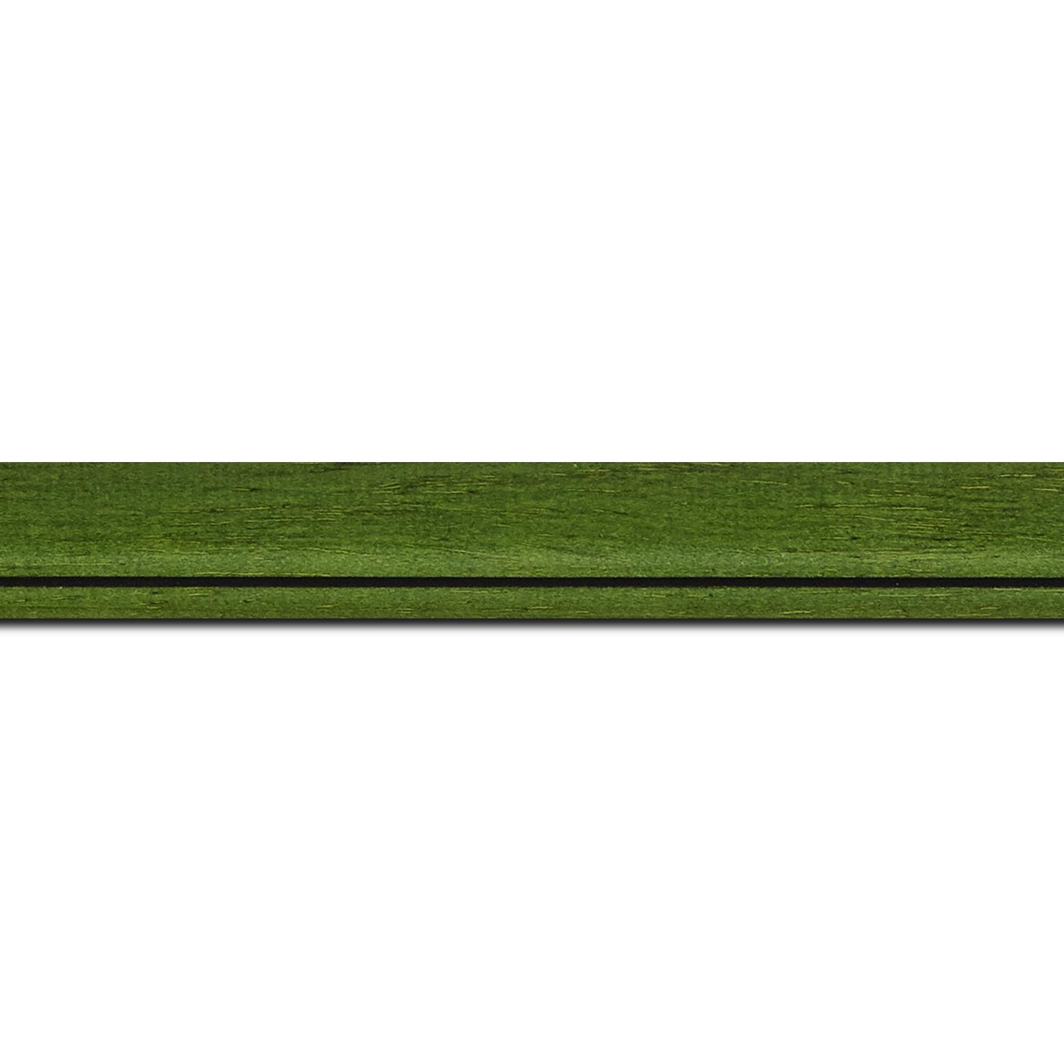 Pack par 12m, bois profil bombé largeur 2.4cm couleur vert sapin satiné filet noir(longueur baguette pouvant varier entre 2.40m et 3m selon arrivage des bois)