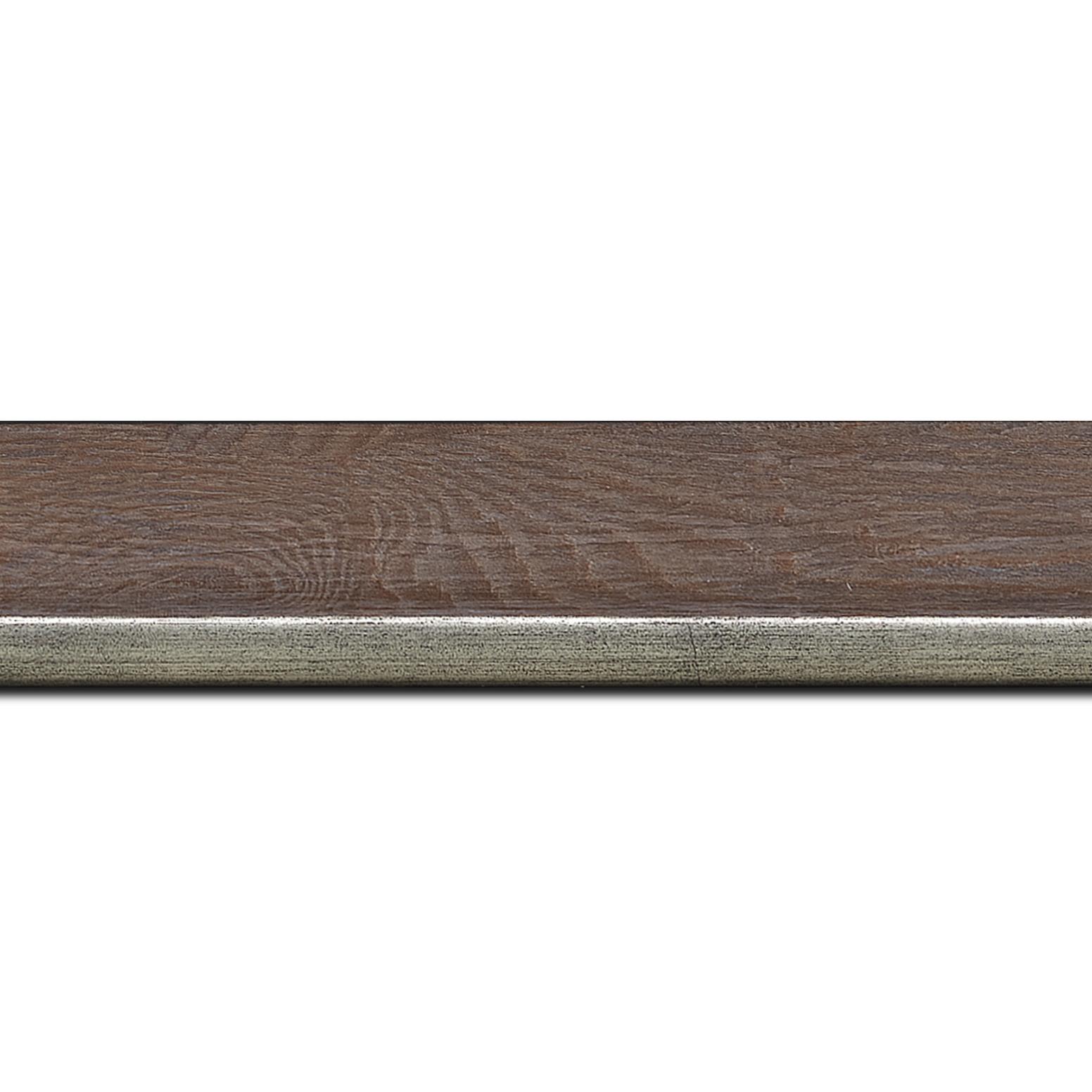 Pack par 12m, bois profil plat en pente largeur 3.5cm de couleur ton bois veiné teinté marron clair filet argent chaud     (longueur baguette pouvant varier entre 2.40m et 3m selon arrivage des bois)