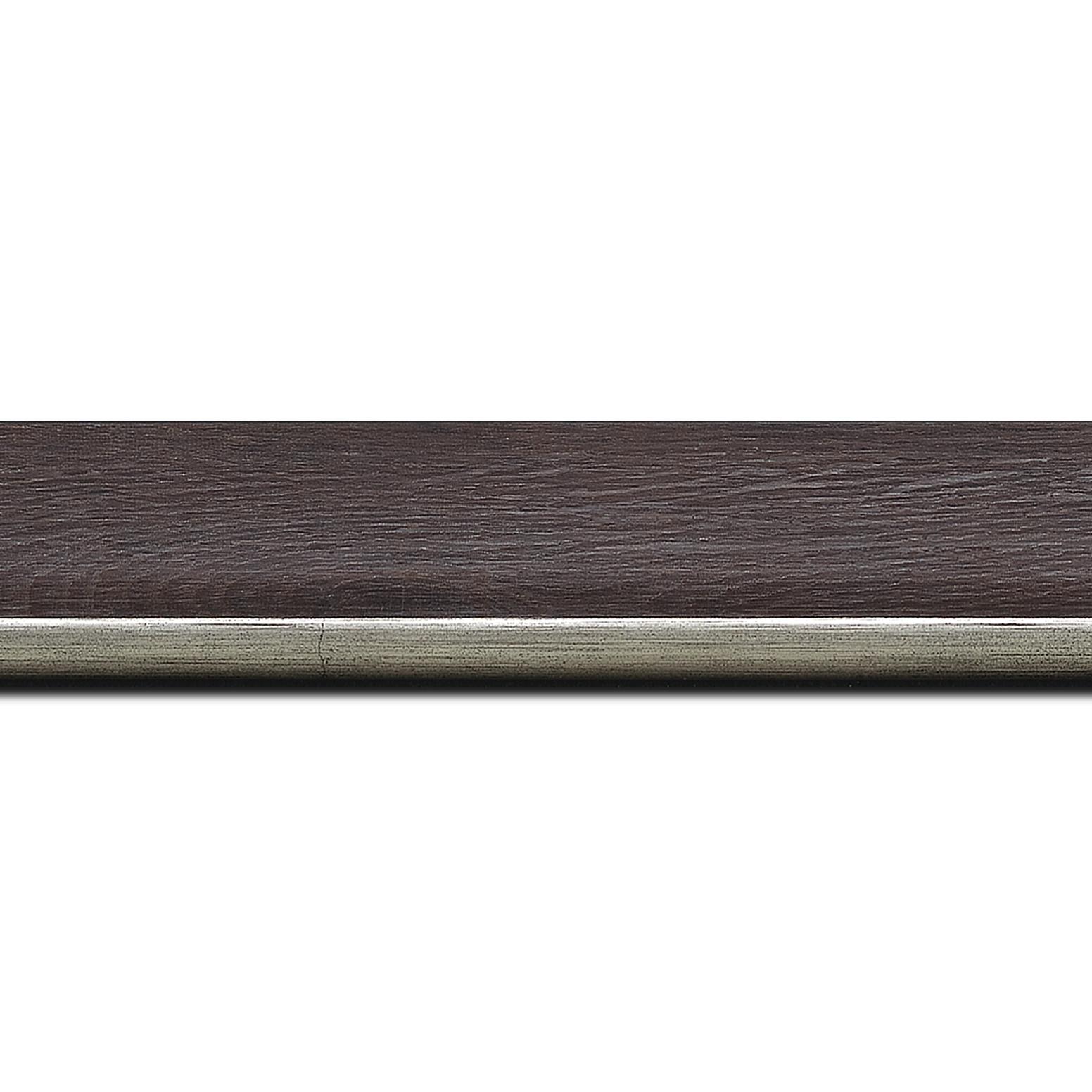Pack par 12m, bois profil plat en pente largeur 3.5cm de couleur ton bois veiné teinté marron foncé filet argent chaud       (longueur baguette pouvant varier entre 2.40m et 3m selon arrivage des bois)