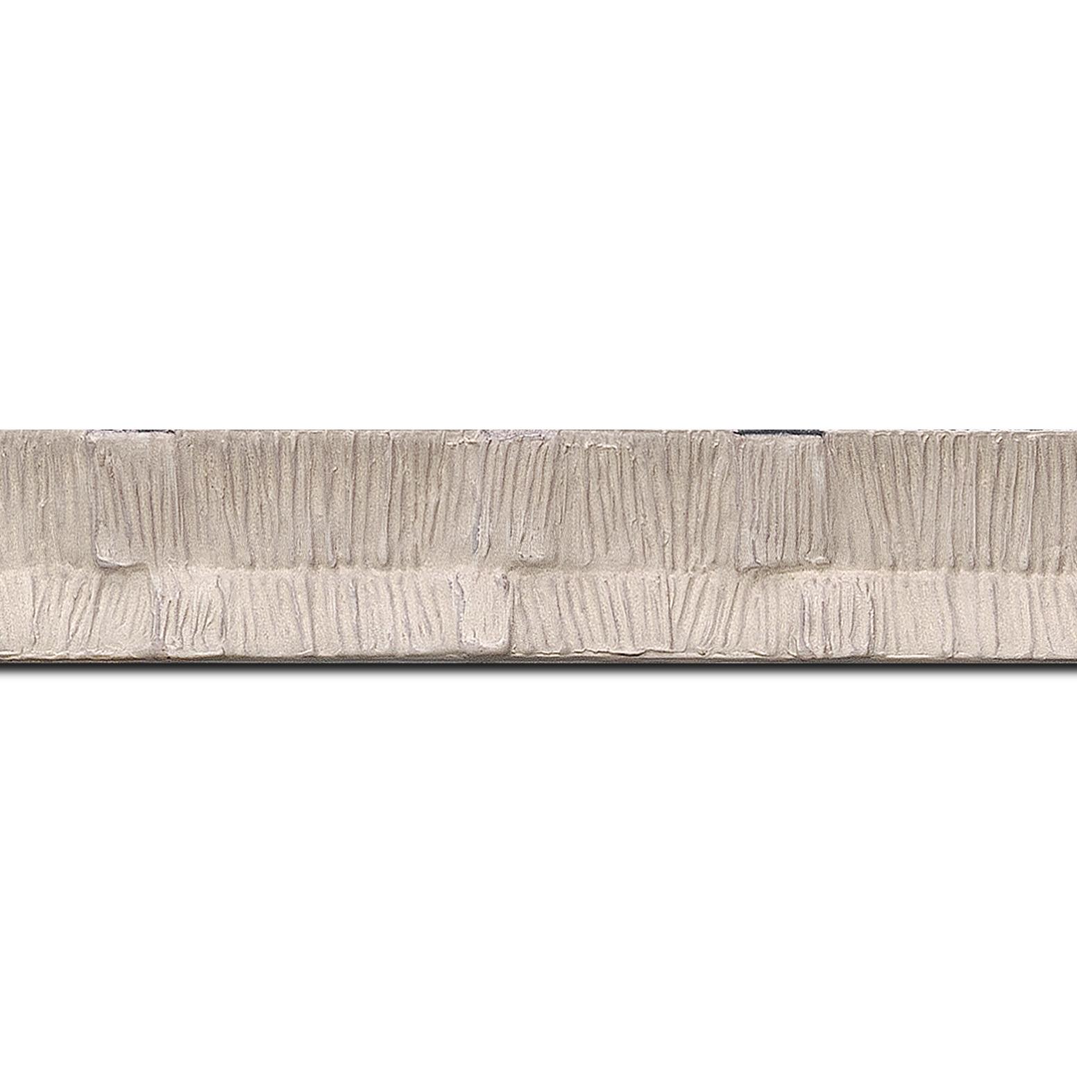 Pack par 12m, bois profil incurvé largeur 3cm  couleur blanc cassé finition ethnique (longueur baguette pouvant varier entre 2.40m et 3m selon arrivage des bois)