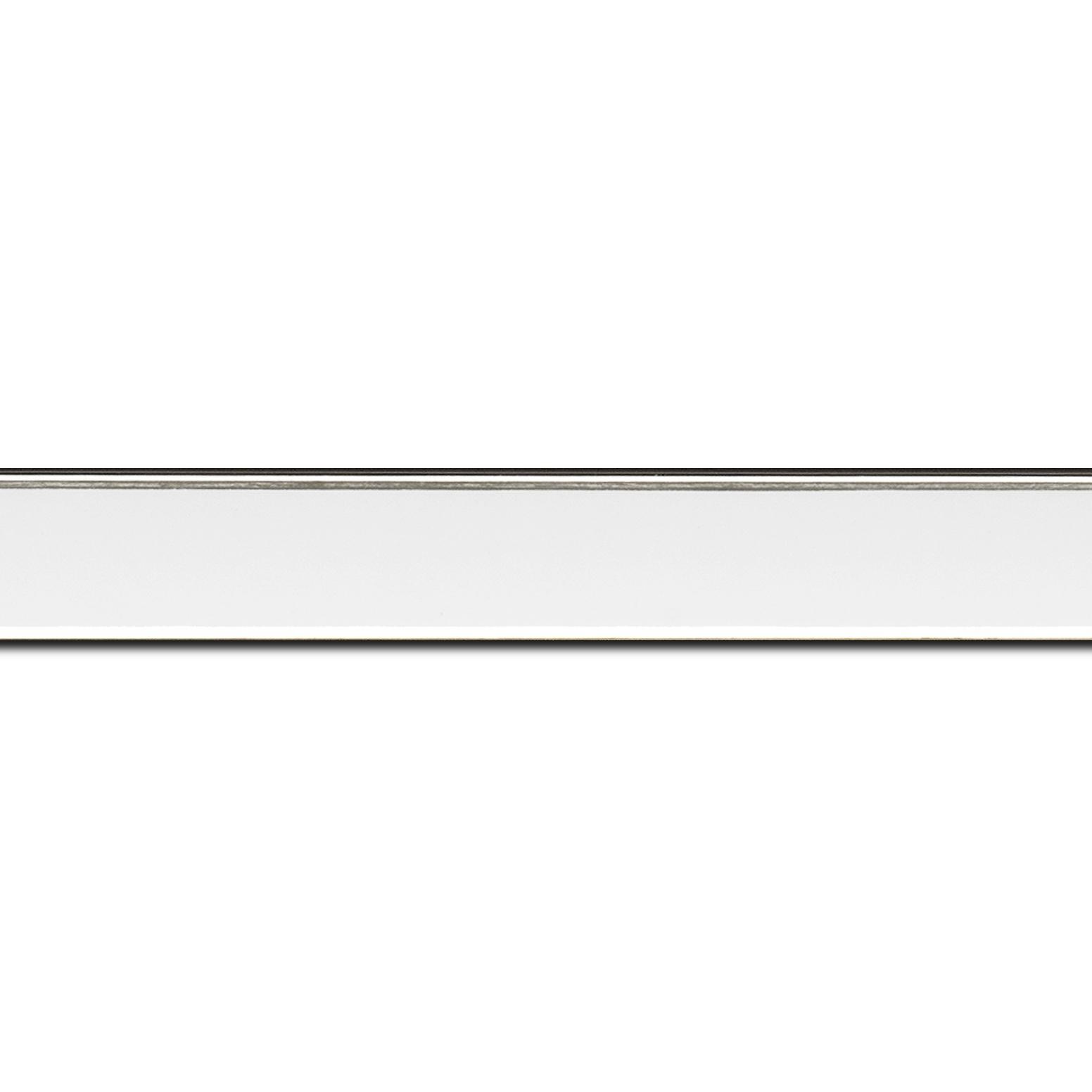 Baguette longueur 1.40m bois profil concave largeur 2.4cm couleur blanc satiné  filet argent de chaque coté