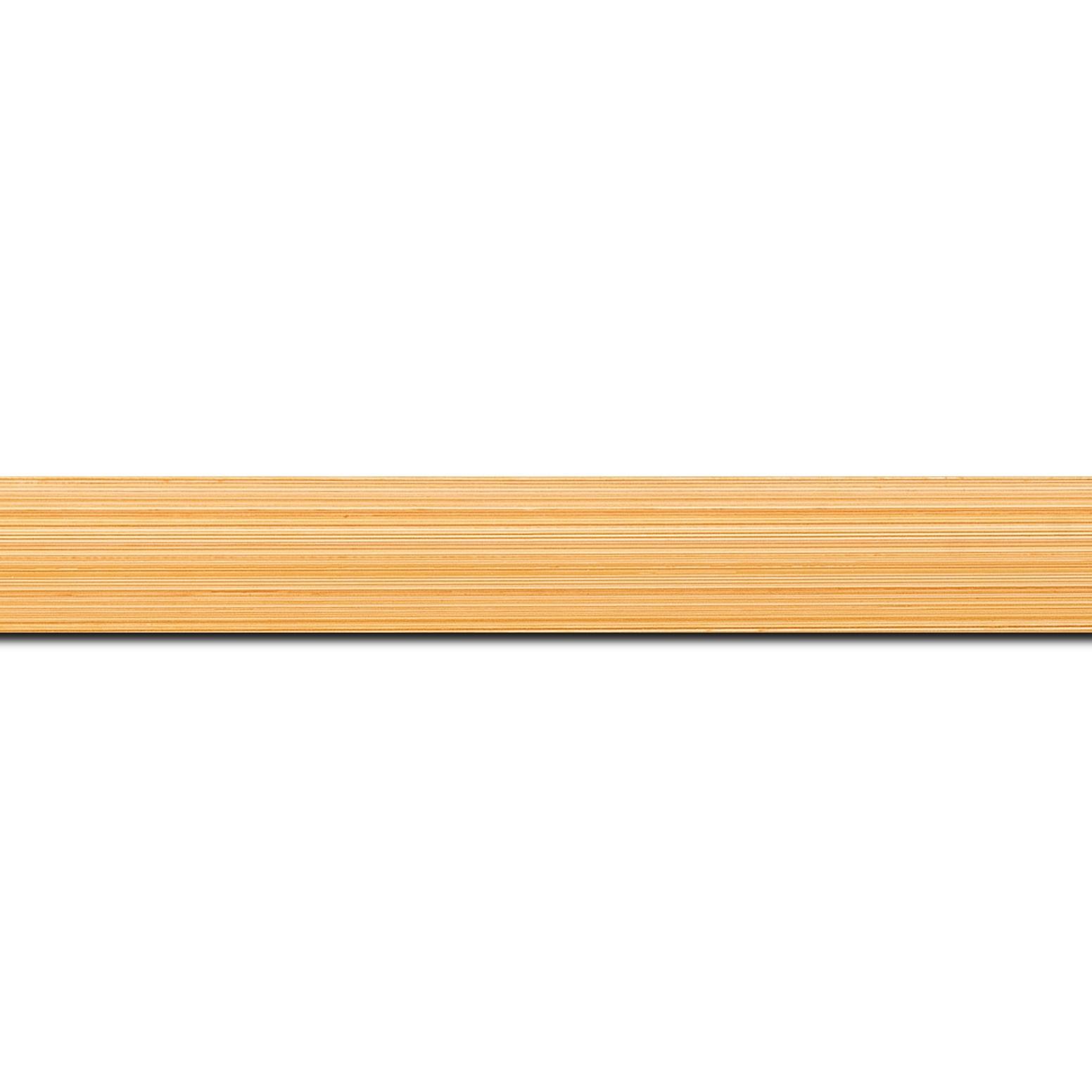 Pack par 12m, bois profil concave largeur 2.4cm couleur orange effet matière fond blanc (longueur baguette pouvant varier entre 2.40m et 3m selon arrivage des bois)
