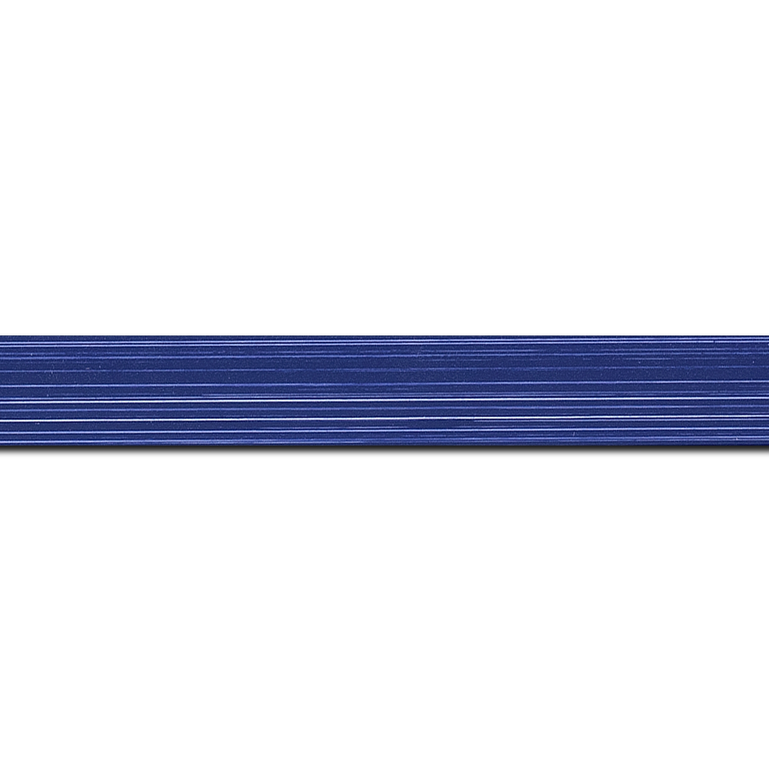 Pack par 12m, bois profil concave largeur 2.4cm couleur bleu foncé effet matière fond blanc(longueur baguette pouvant varier entre 2.40m et 3m selon arrivage des bois)