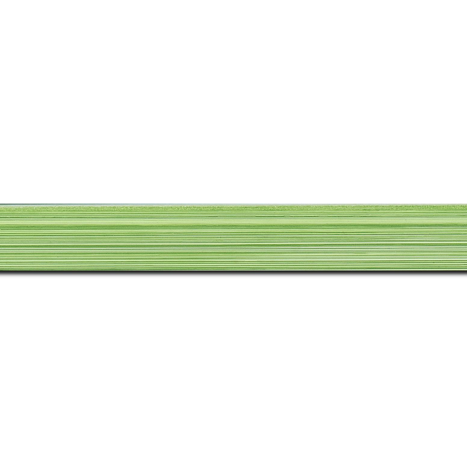 Pack par 12m, bois profil concave largeur 2.4cm couleur vert clair effet matière fond blanc (longueur baguette pouvant varier entre 2.40m et 3m selon arrivage des bois)