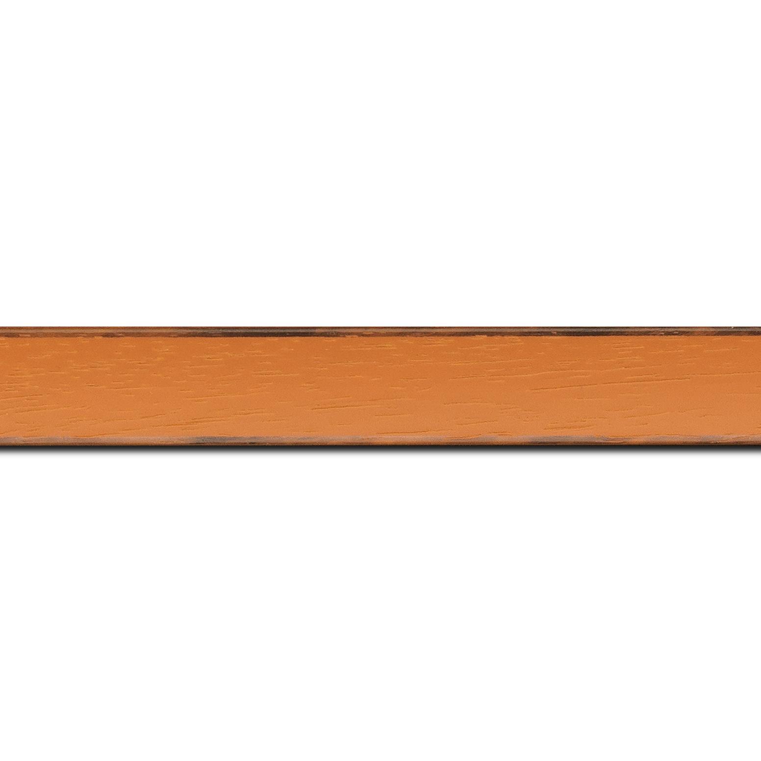 Baguette longueur 1.40m bois profil concave largeur 2.4cm couleur orange tonique satiné arêtes essuyés noircies de chaque coté