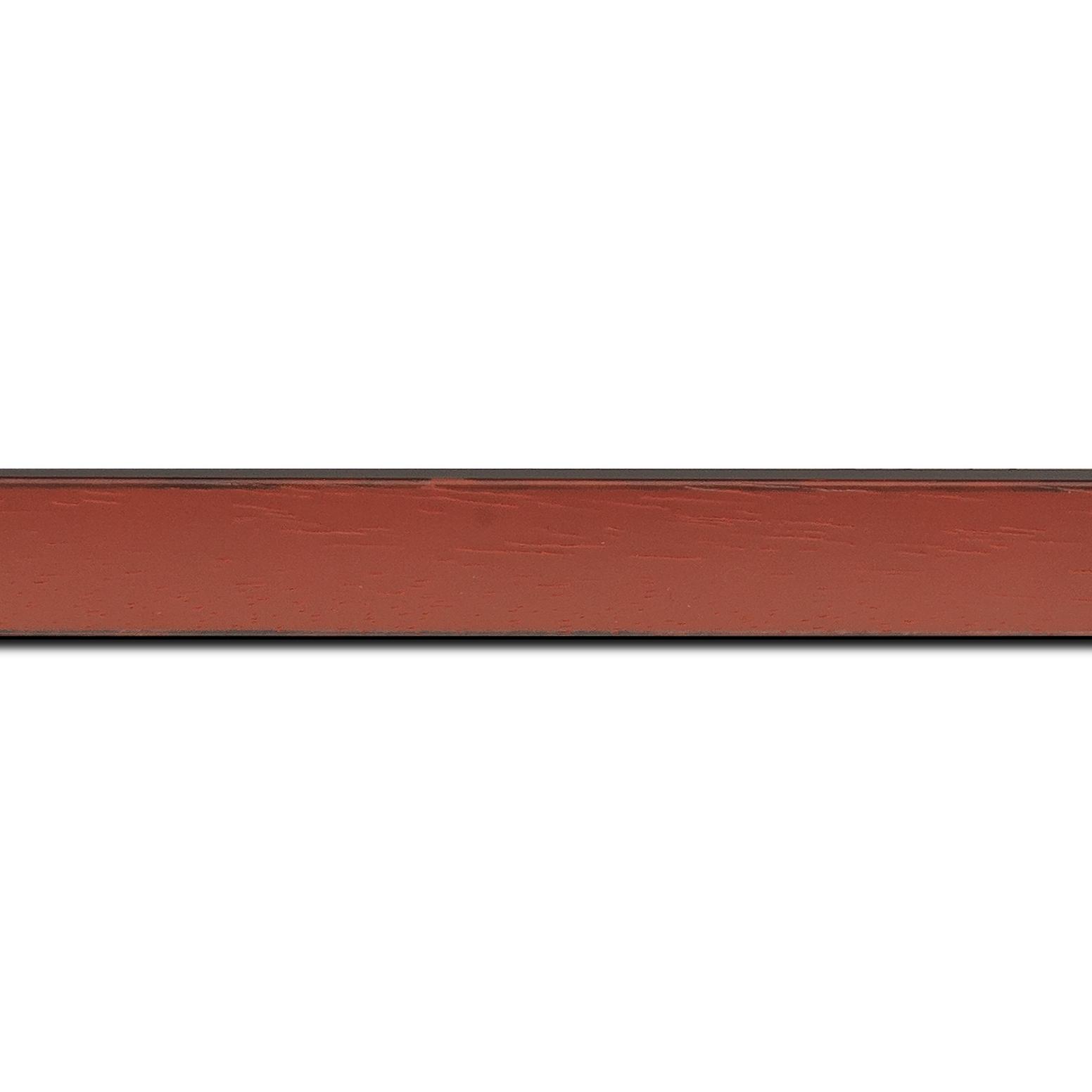Baguette longueur 1.40m bois profil concave largeur 2.4cm couleur bordeaux  satiné  arêtes essuyés noircies de chaque coté