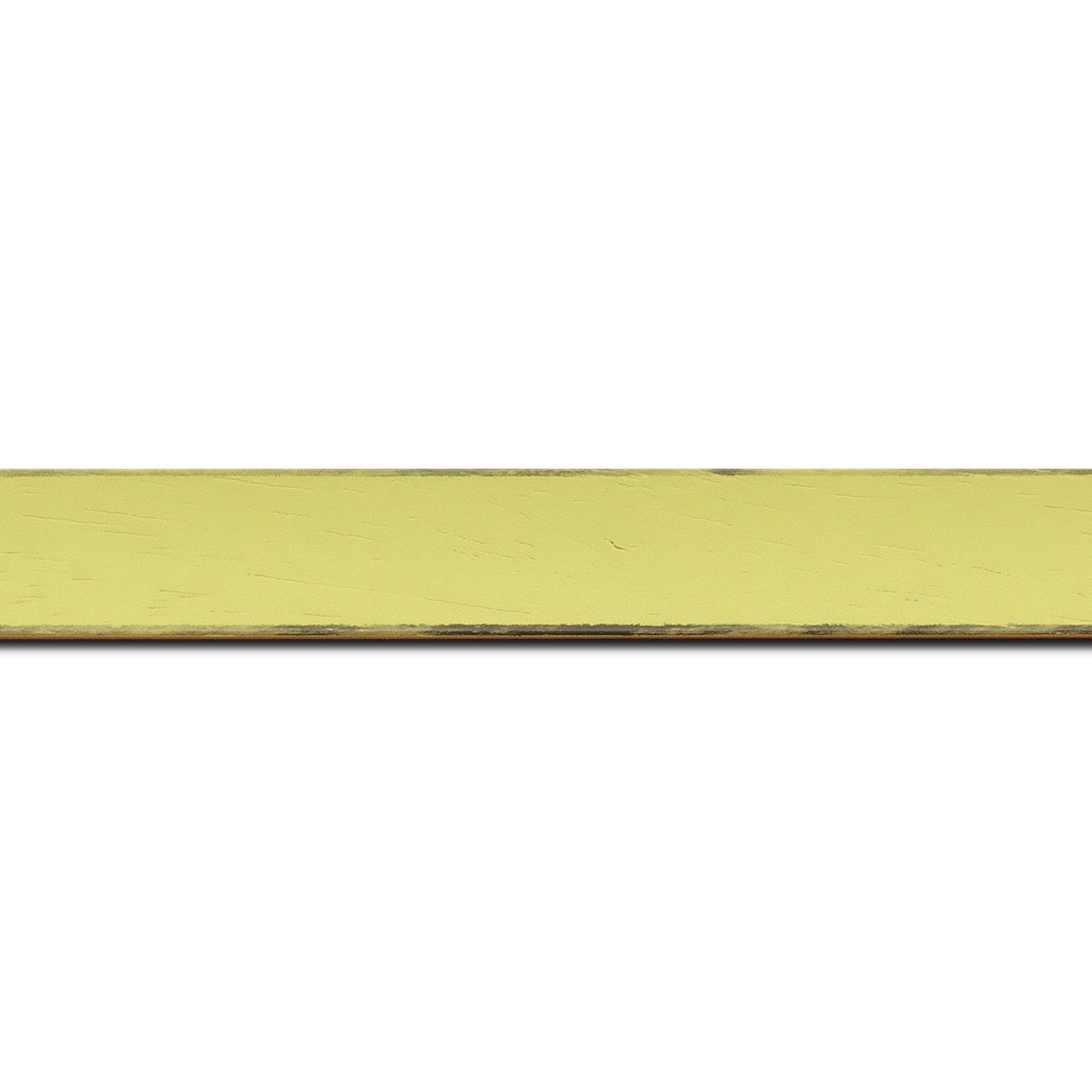 Pack par 12m, bois profil concave largeur 2.4cm couleur vert acidulé satiné arêtes essuyés noircies de chaque coté  (longueur baguette pouvant varier entre 2.40m et 3m selon arrivage des bois)