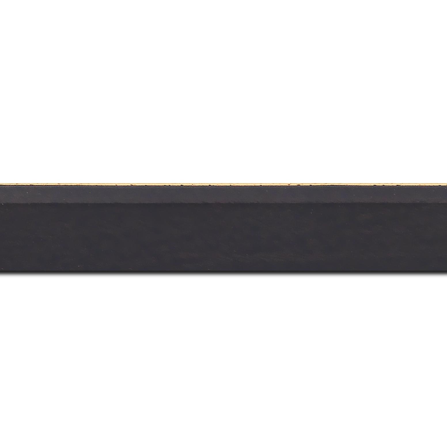 Pack par 12m, bois profil plat escalier largeur 3cm couleur chocolat satiné filet créme extérieur (longueur baguette pouvant varier entre 2.40m et 3m selon arrivage des bois)
